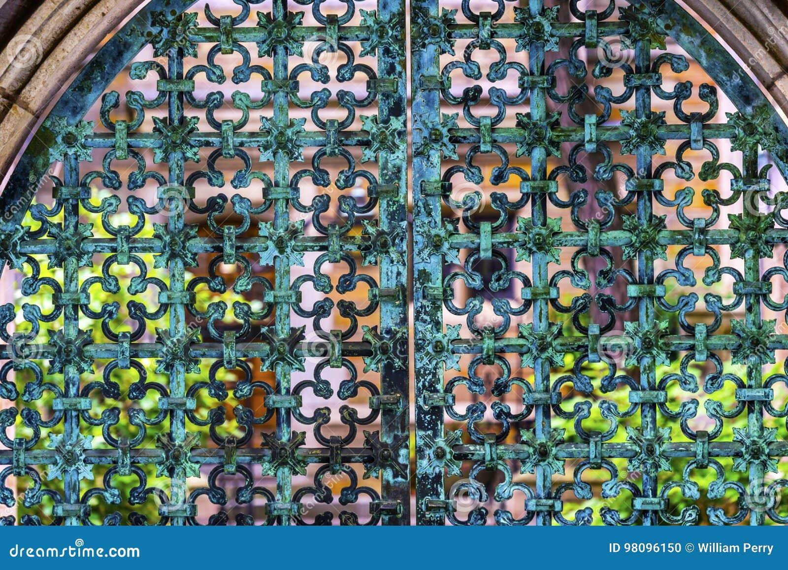 Puerta Yale University New Haven Connecticut del hierro