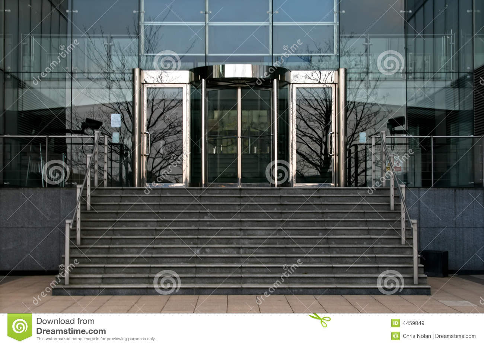 Puertas de cristal rotatorias de la oficina im genes de for Puertas de cristal para oficina
