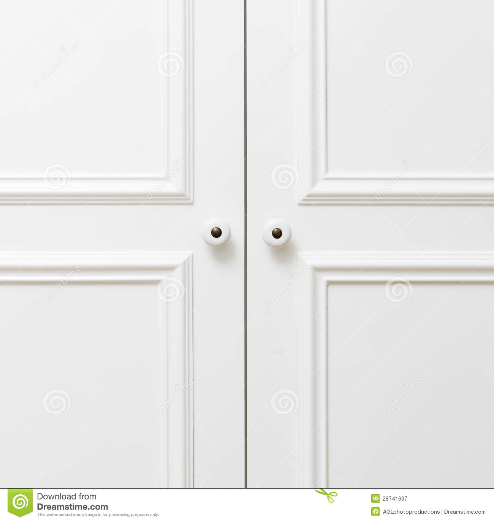 Puertas de madera blancas llanas fotograf a de archivo for Puertas de madera blancas para exterior