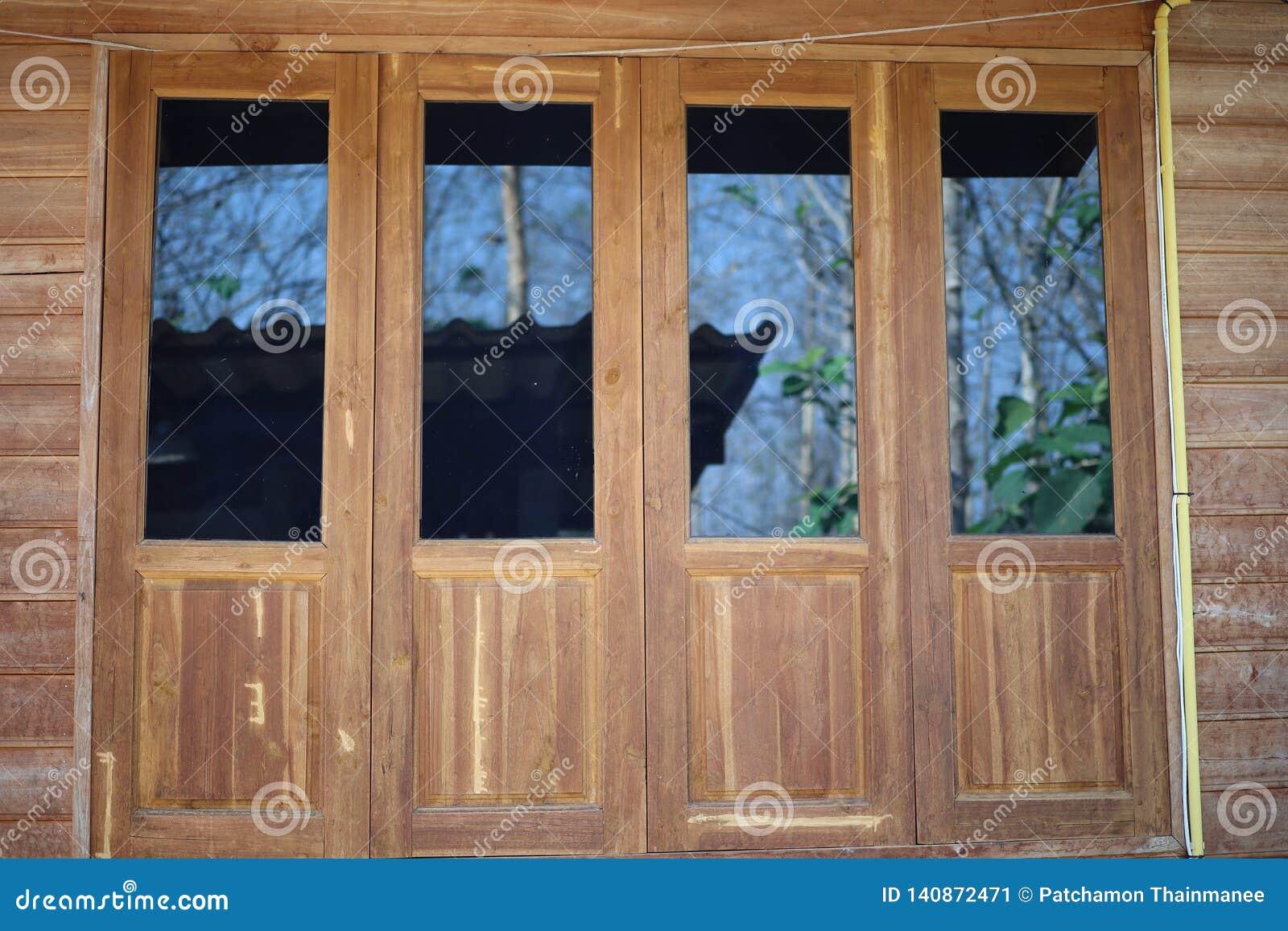 Puertas De Madera Grandes Vidrio Negro Estilo Del Vintage Imagen