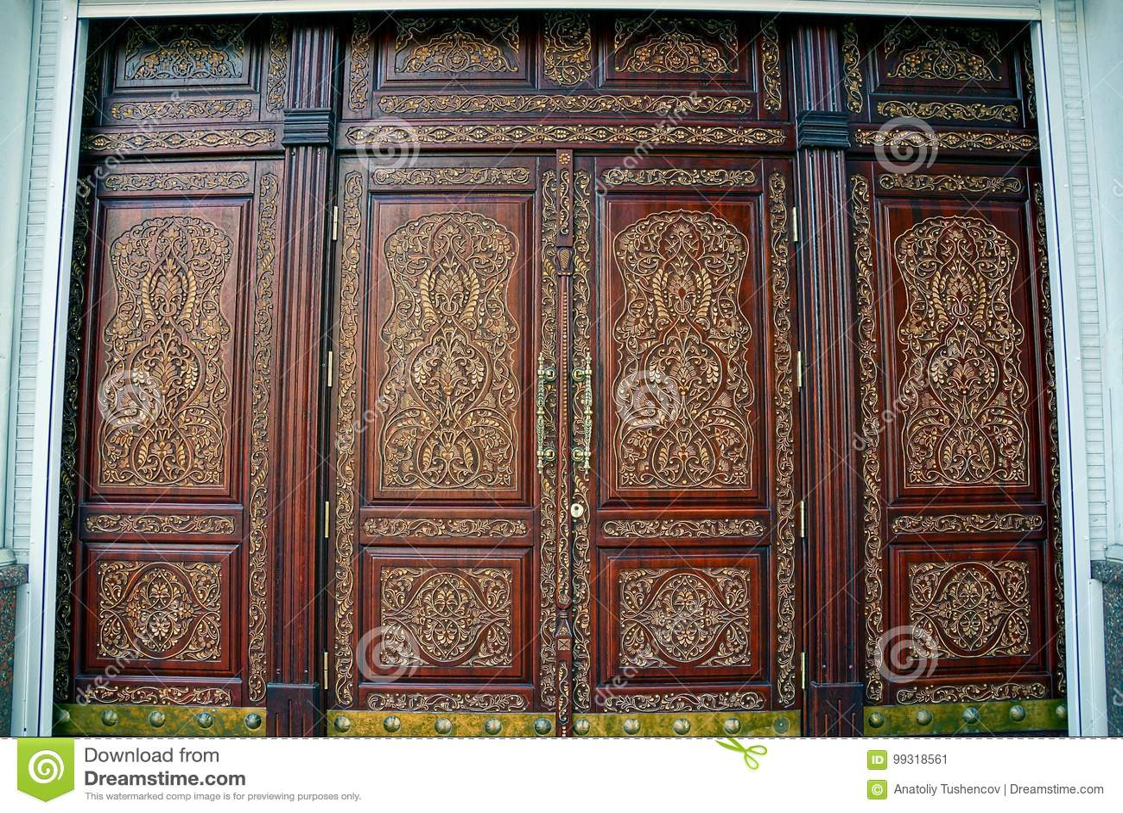 Puertas de madera hermosas con un modelo en el frente de for Modelos de puertas de madera para frente