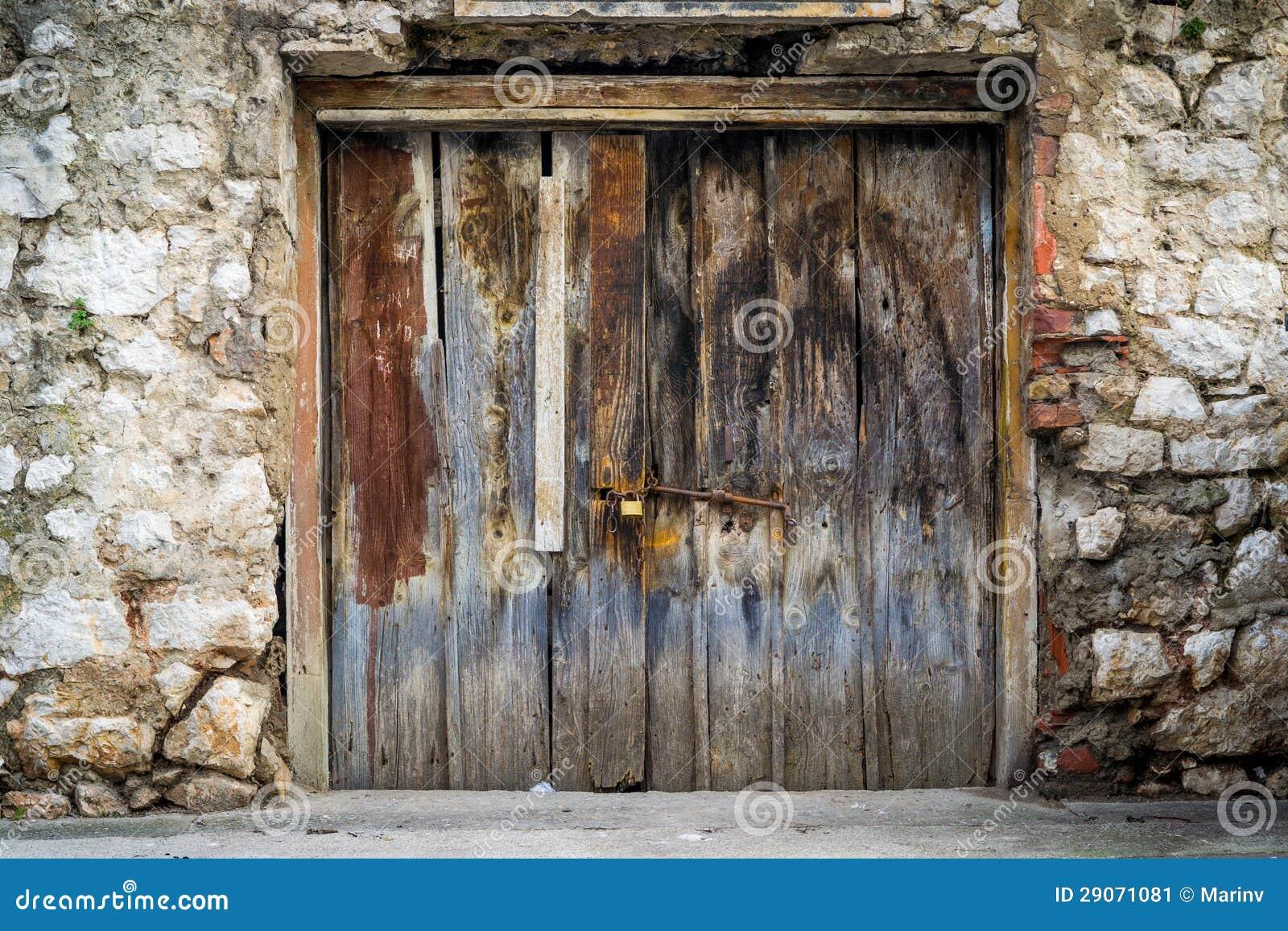 Puertas de madera r sticas viejas imagen de archivo imagen 29071081 - Fotos de puertas rusticas de madera ...