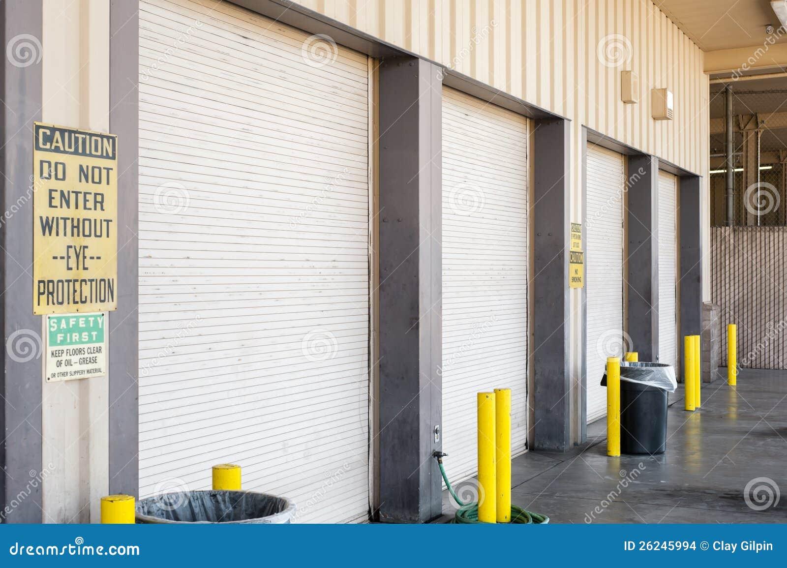 Puertas del garage foto de archivo imagen de mec nico for Foto staccate del garage