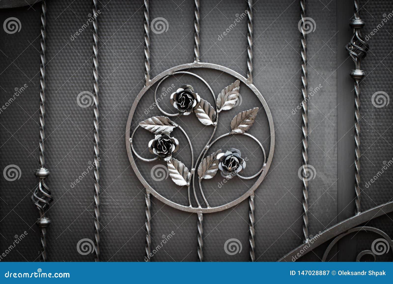 Puertas del Labrado-hierro, forja ornamental, primer forjado de los elementos