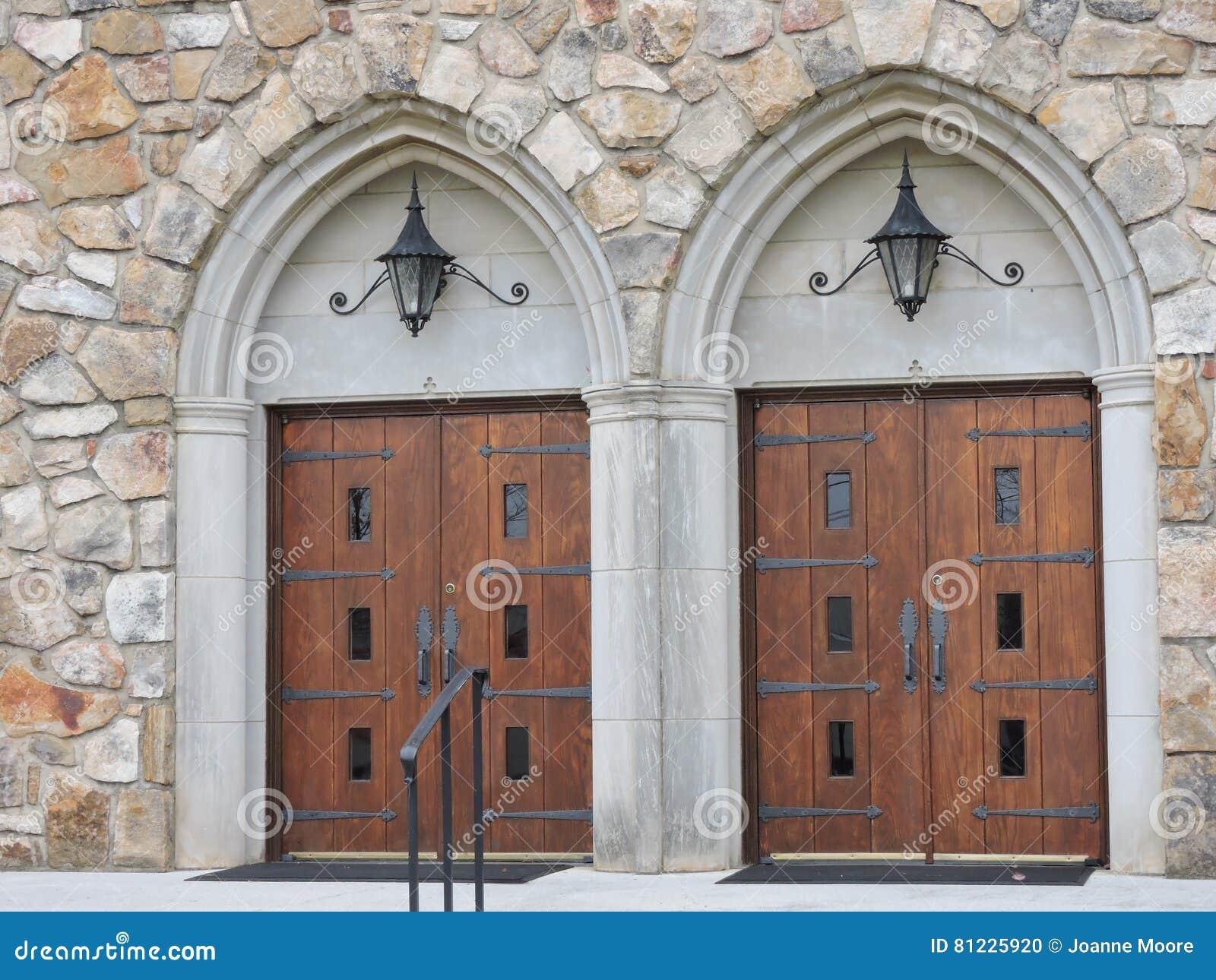 Puertas gemelas de la iglesia madera hierro pesado arcos for Arcos de madera para puertas