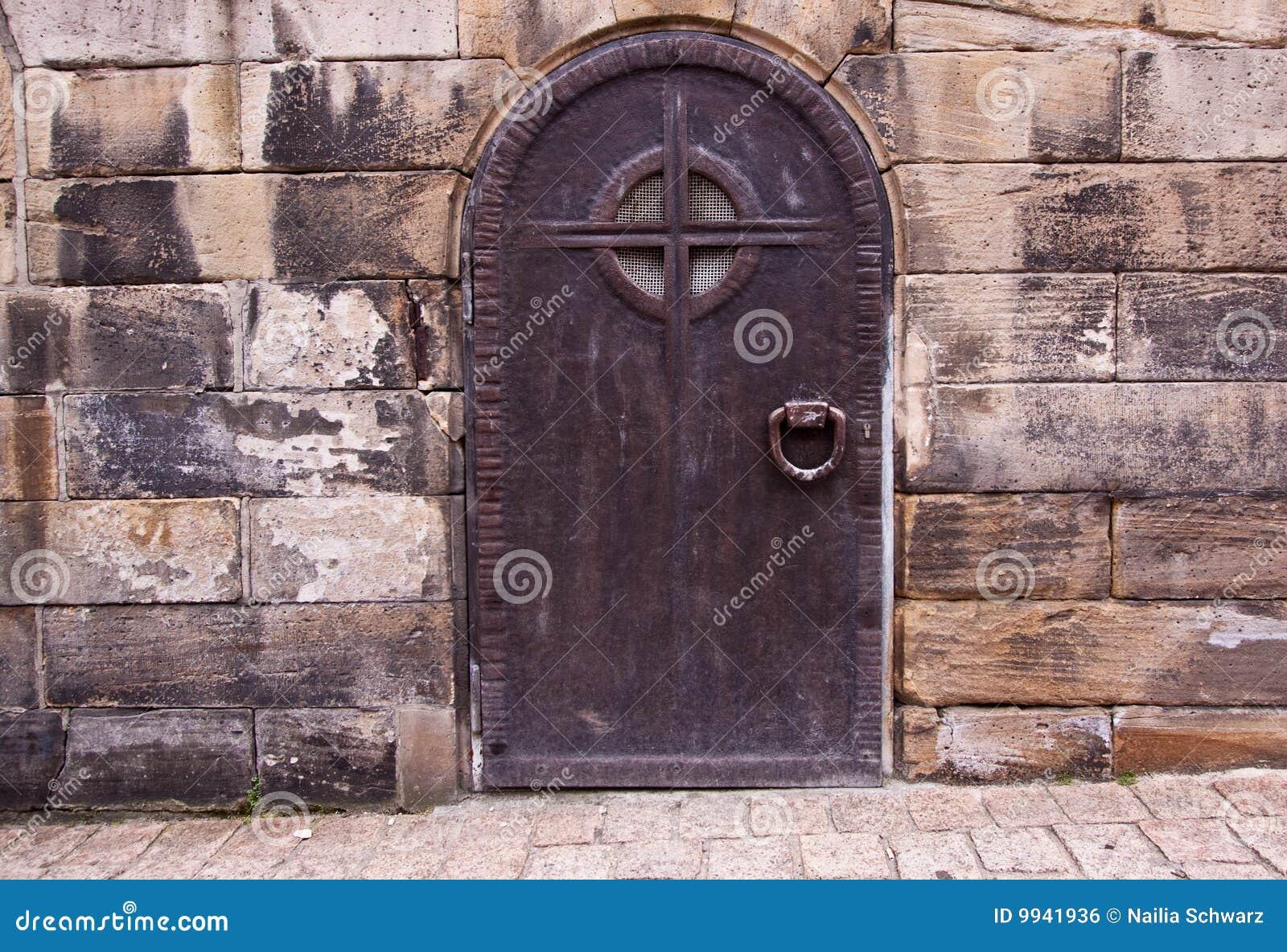 Puertas viejas del metal foto de archivo imagen de for Fotos de puertas de metal