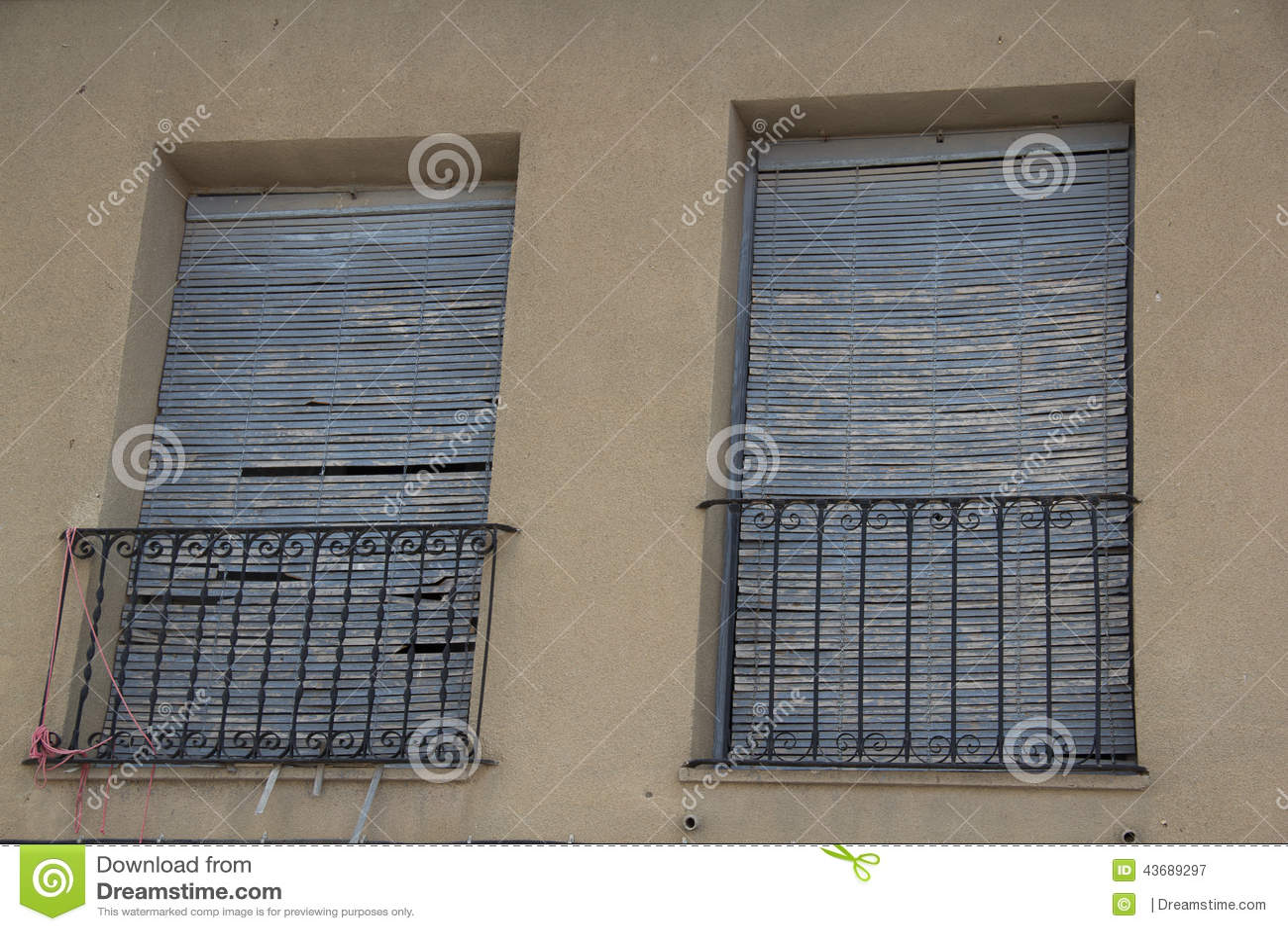 Puertas y ventanas viejas 22 stock photo image 43689297 for Puertas para fachadas