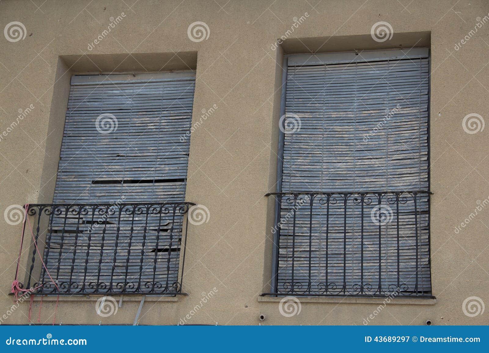 Puertas y ventanas viejas 22 stock photo image 43689297 for Puertas viejas