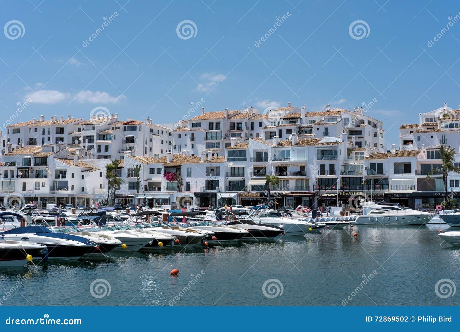 PUERTO BANUS ANDALUCIA/SPAIN - 26. MAI: Ansicht von Booten im Har
