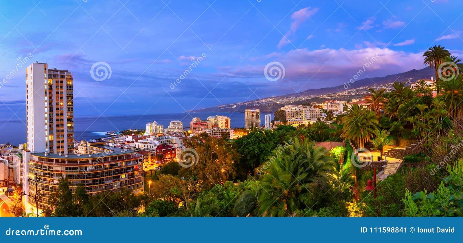 Puerto De La Cruz, Tenerife, wyspy kanaryjska, Hiszpania: Widok nad th