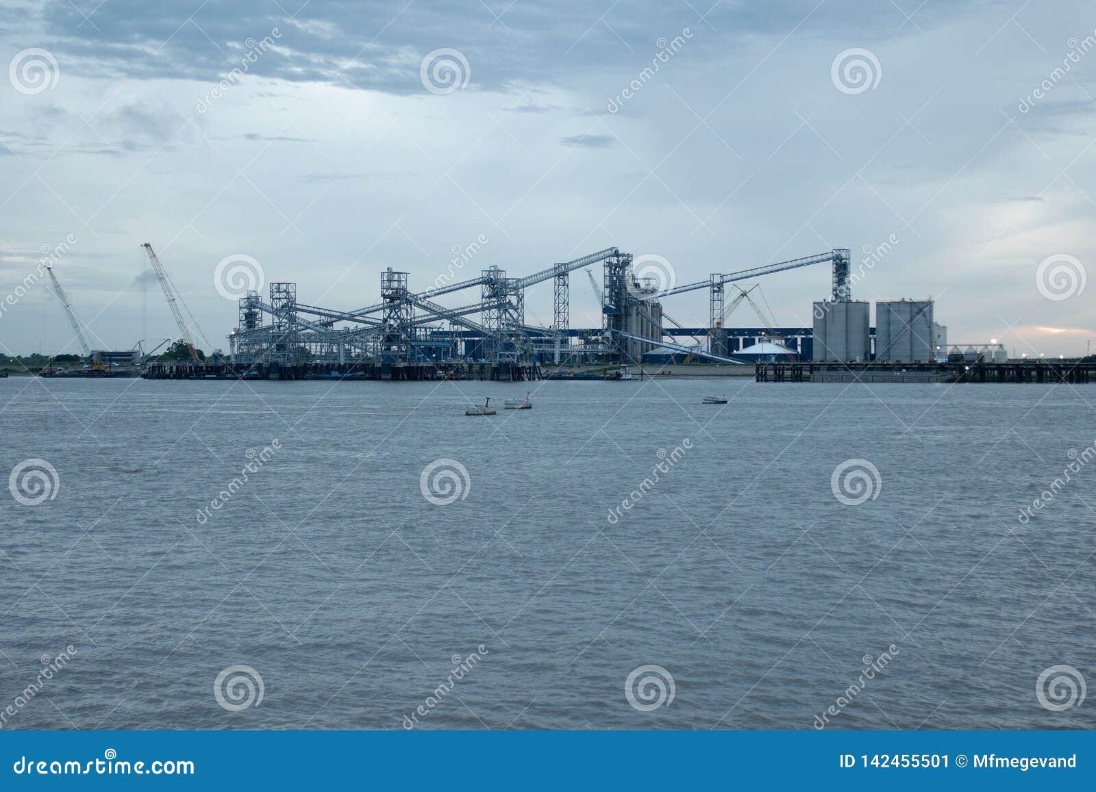 Puerto de mayor Baton Rouge, por el río Misisipi