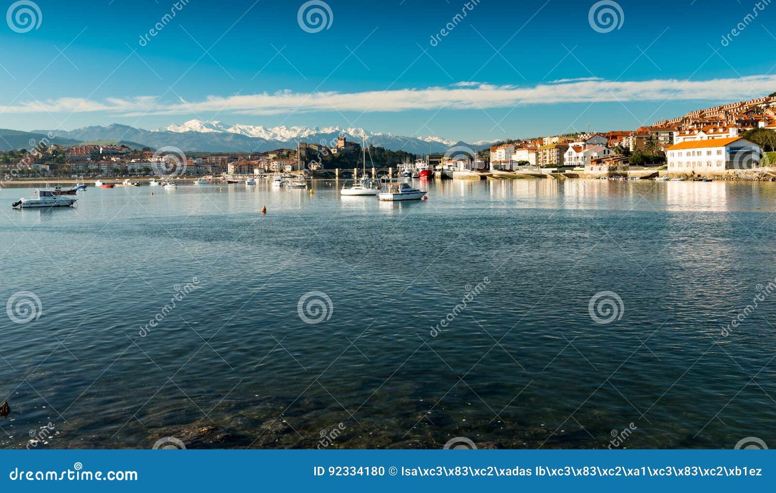 Puerto de San Vicente de la Barquera Santander Cantabria españa