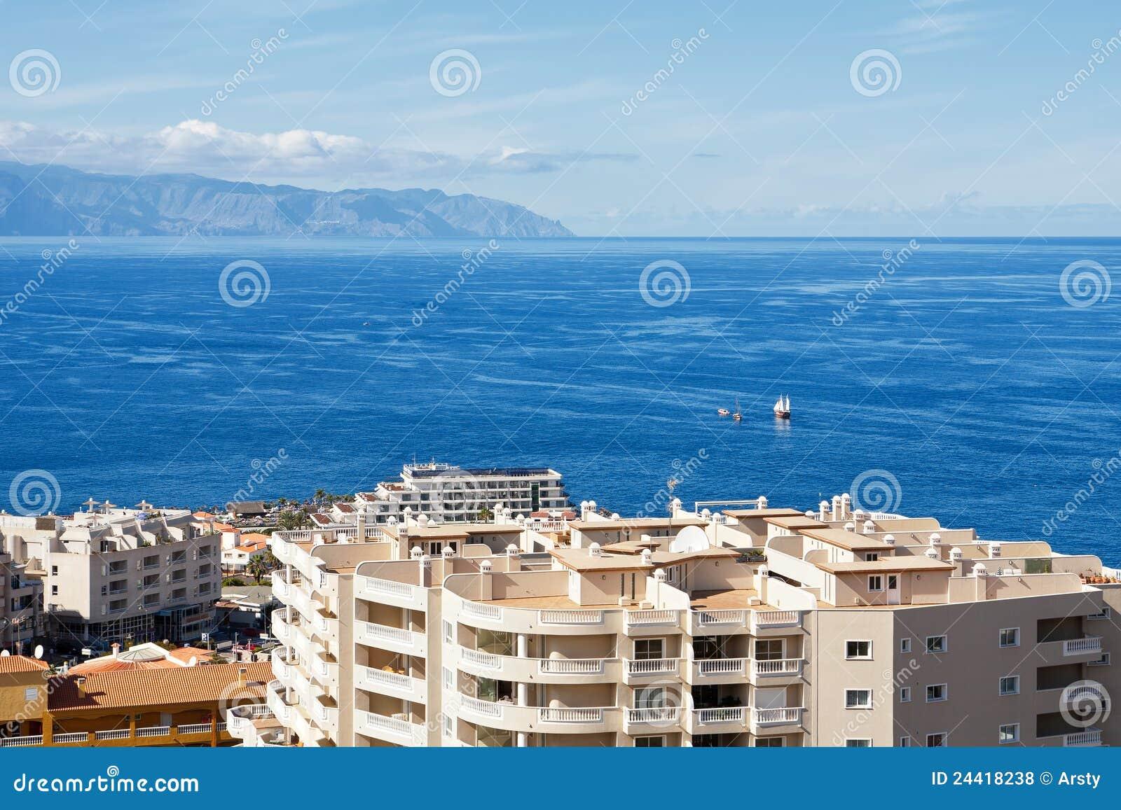 Puerto de santiago tenerife espagne photos libres de droits image 24418238 - Puerto santiago tenerife mapa ...