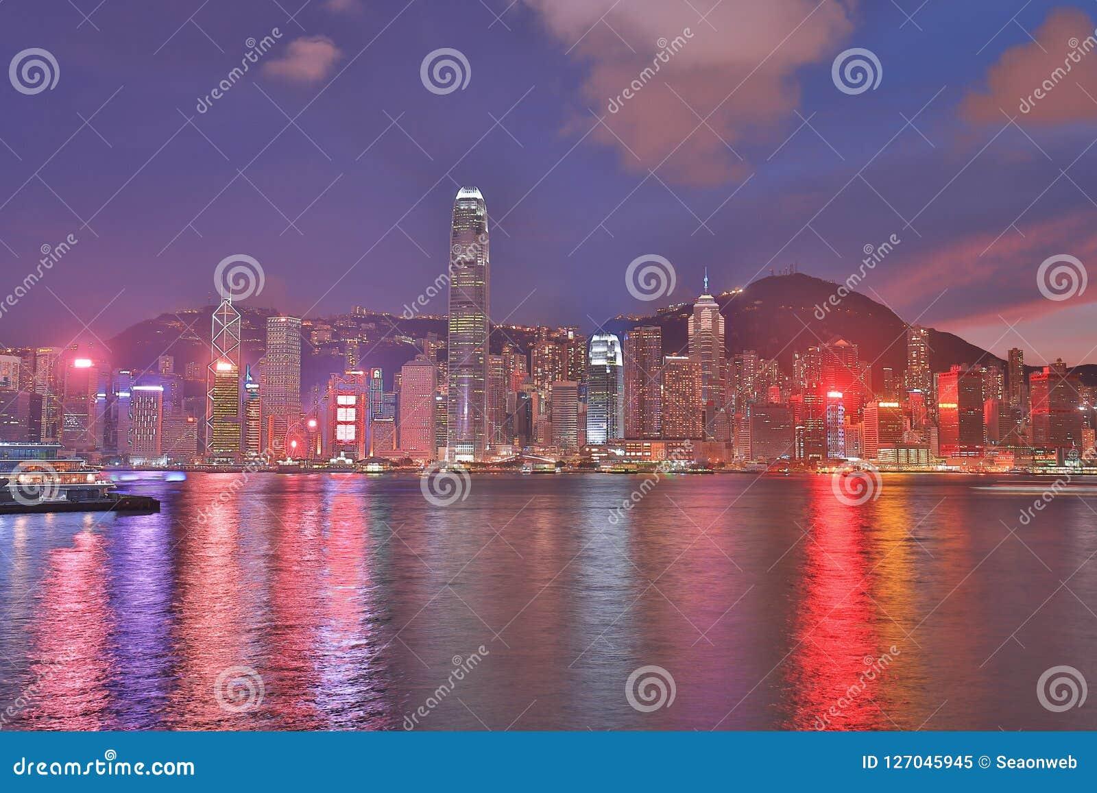 Puerto de Victoria, horizonte de Hong Kong en la noche