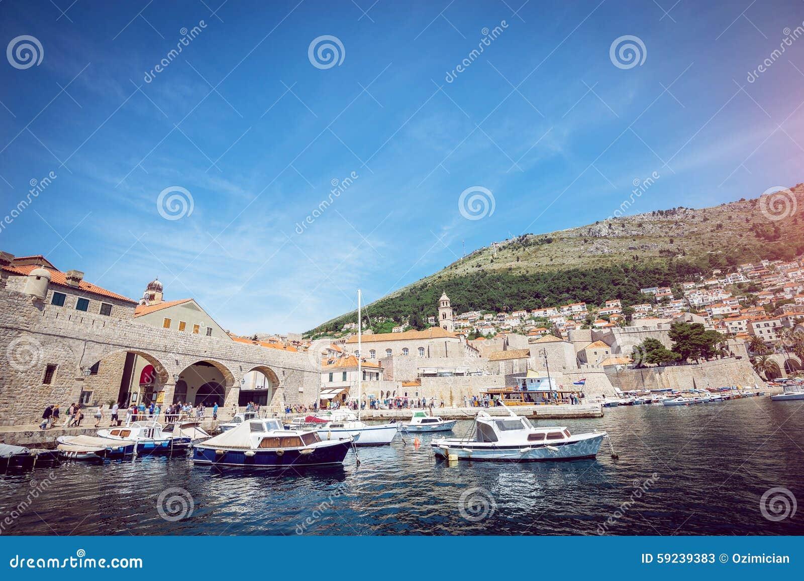 Download Puerto Del Barco De Dubrovnik Imagen de archivo - Imagen de señal, medieval: 59239383