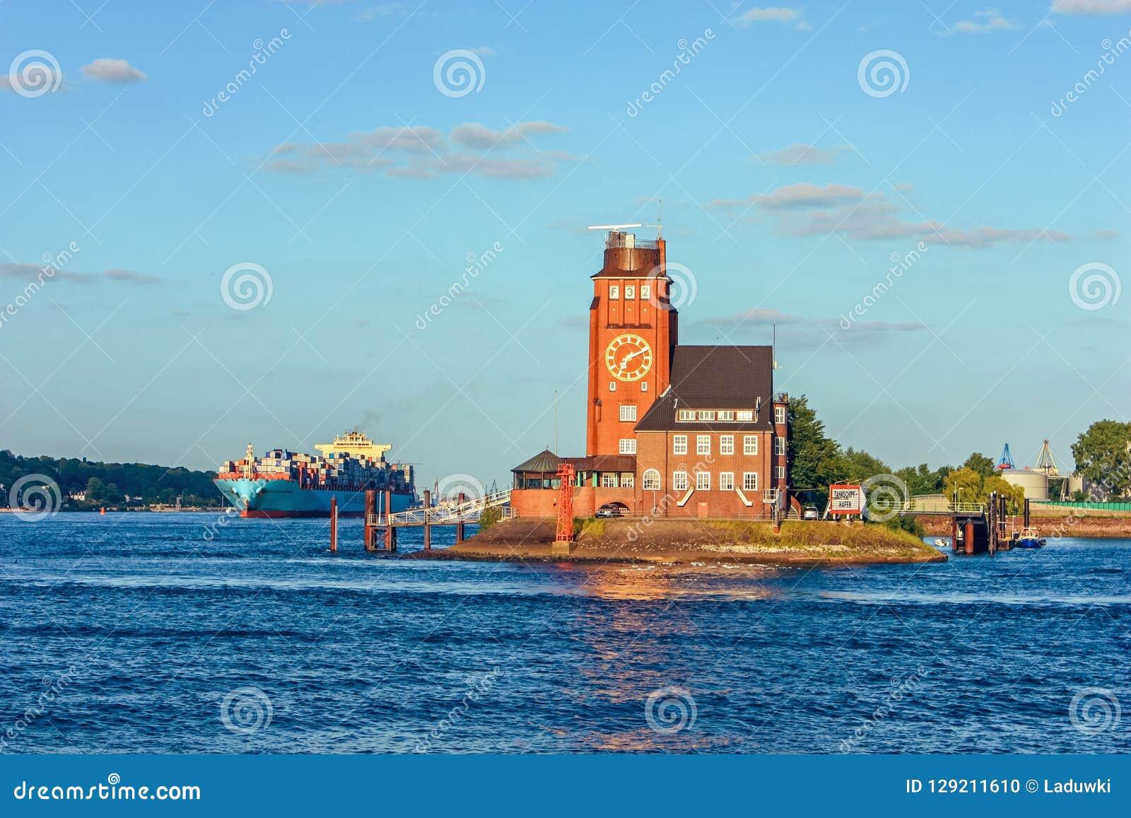 Puerto experimental de la torre de la estación de radar en el río Elba, Hamburgo Alemania