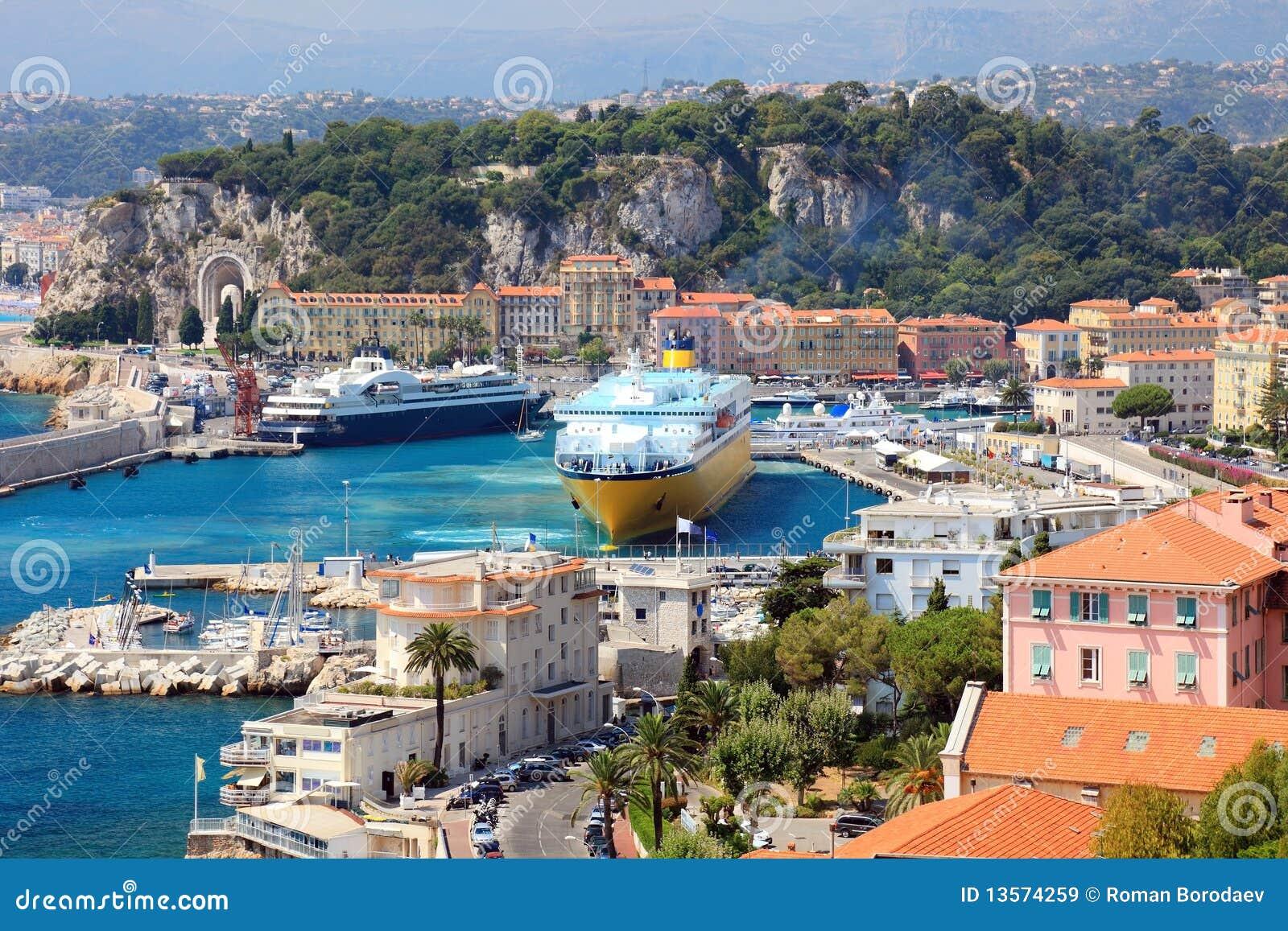 Puerto hermoso de Niza.