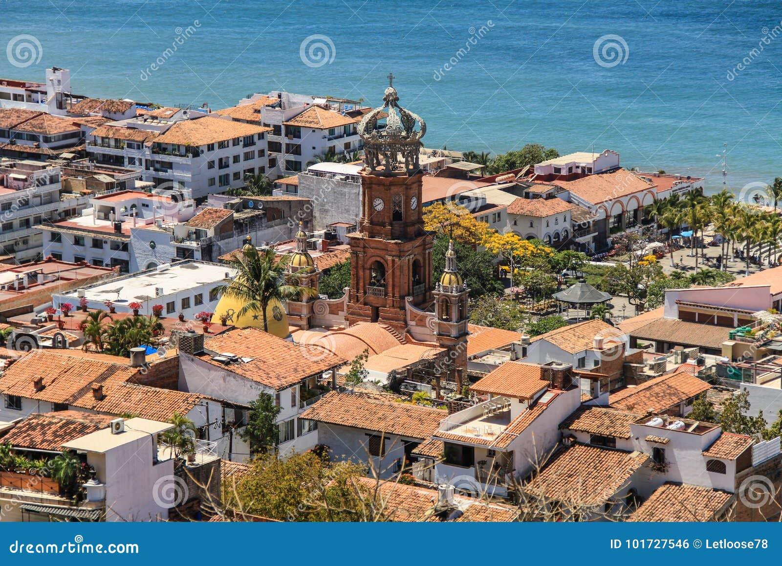 Puerto Vallarta i Nuestra Señora de Guadalupe kościół od wzgórzy above, Puerto Vallarta, Jalisco, Meksyk