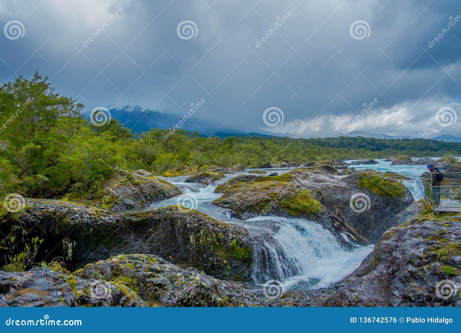 PUERTO VARAS, CHILE, SEPTEMBER, 23, 2018: Saltos de Petrohue Wasserfälle im Süden von Chile, gebildet durch vulkanisches