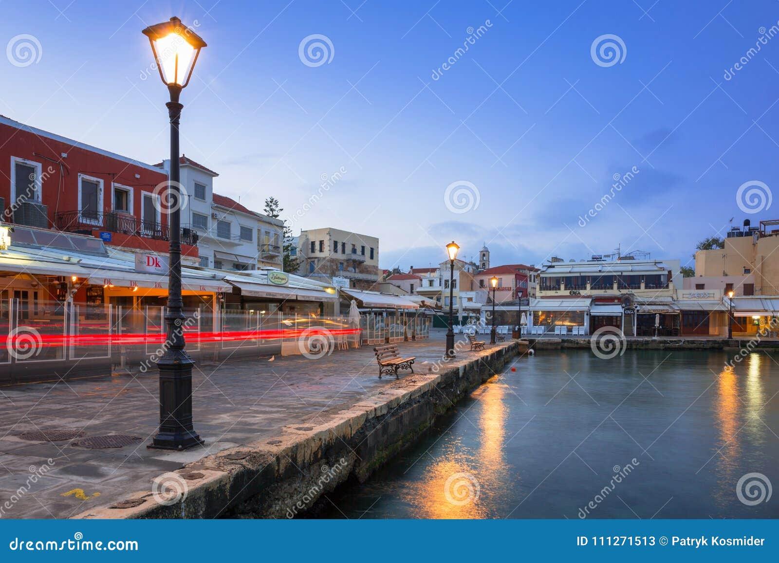 Puerto veneciano viejo de Chania en Creta, Grecia
