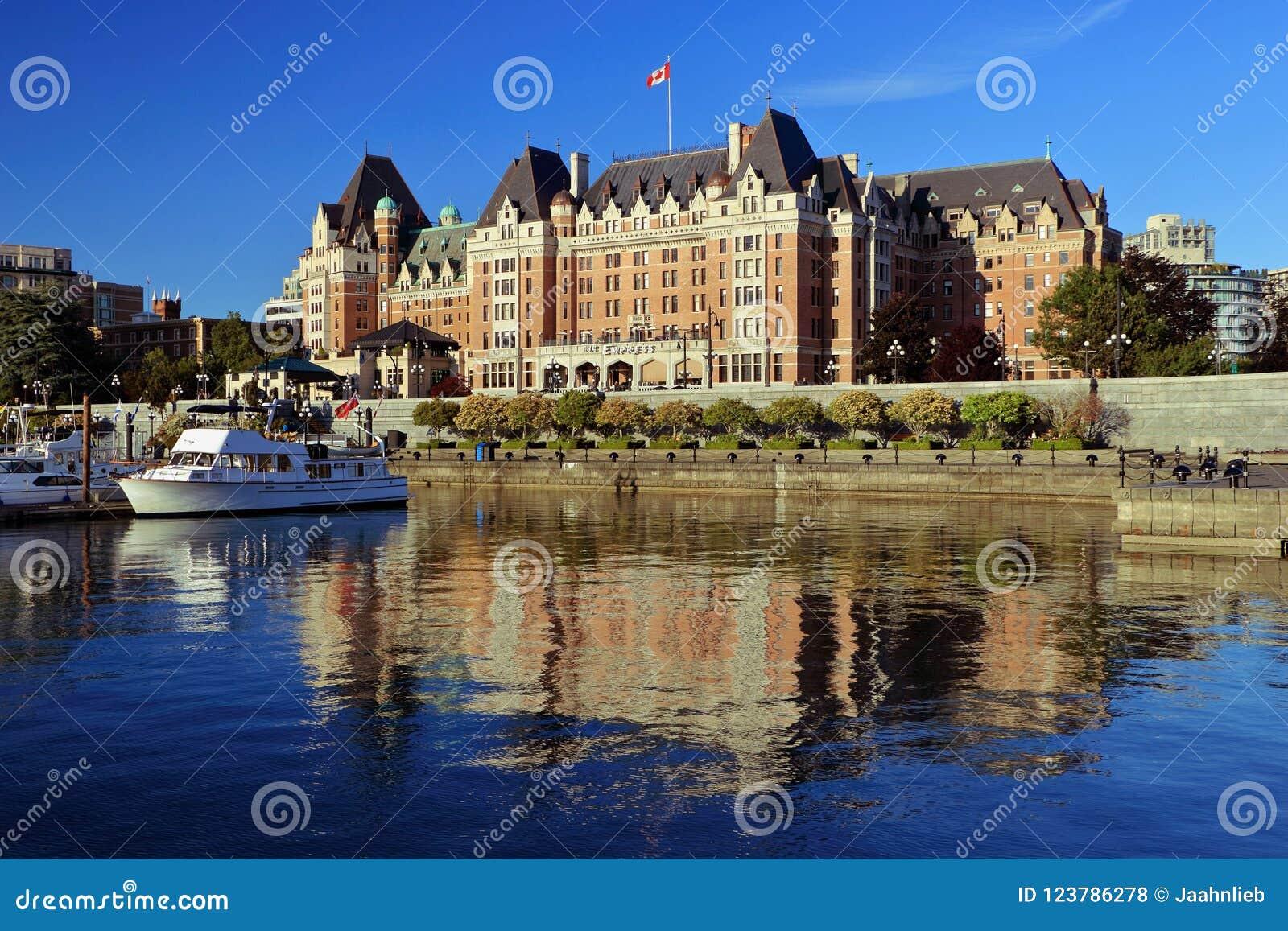 Puerto y hotel internos de la emperatriz en la luz de la tarde, Victoria, B C