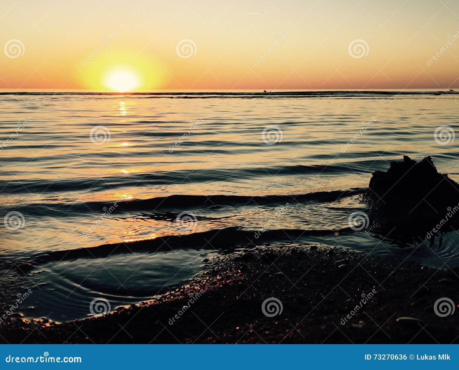 Puesta Del Sol Foto De Archivo Imagen 73270636