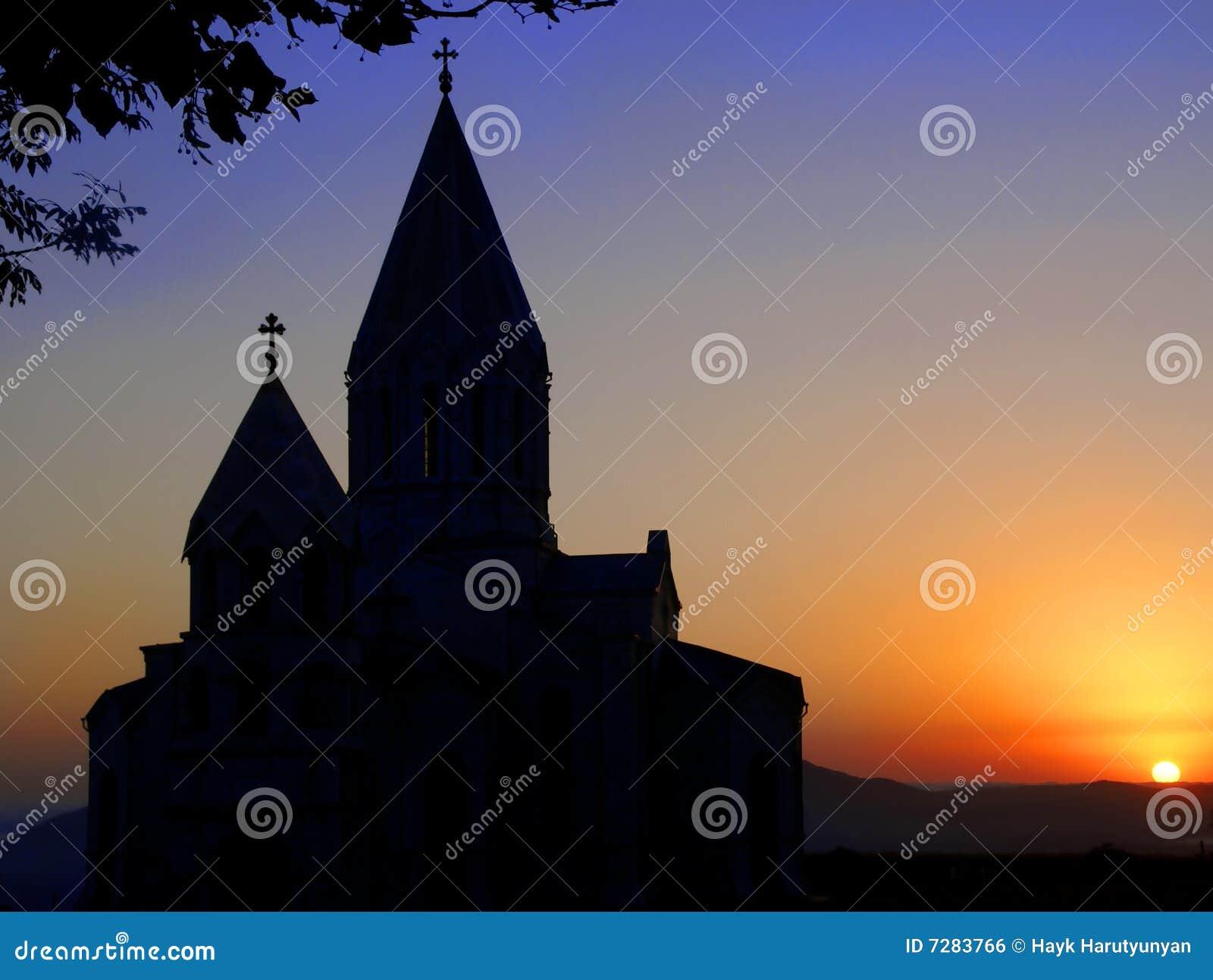 PUESTA DEL SOL ARMENIA DE LA IGLESIA