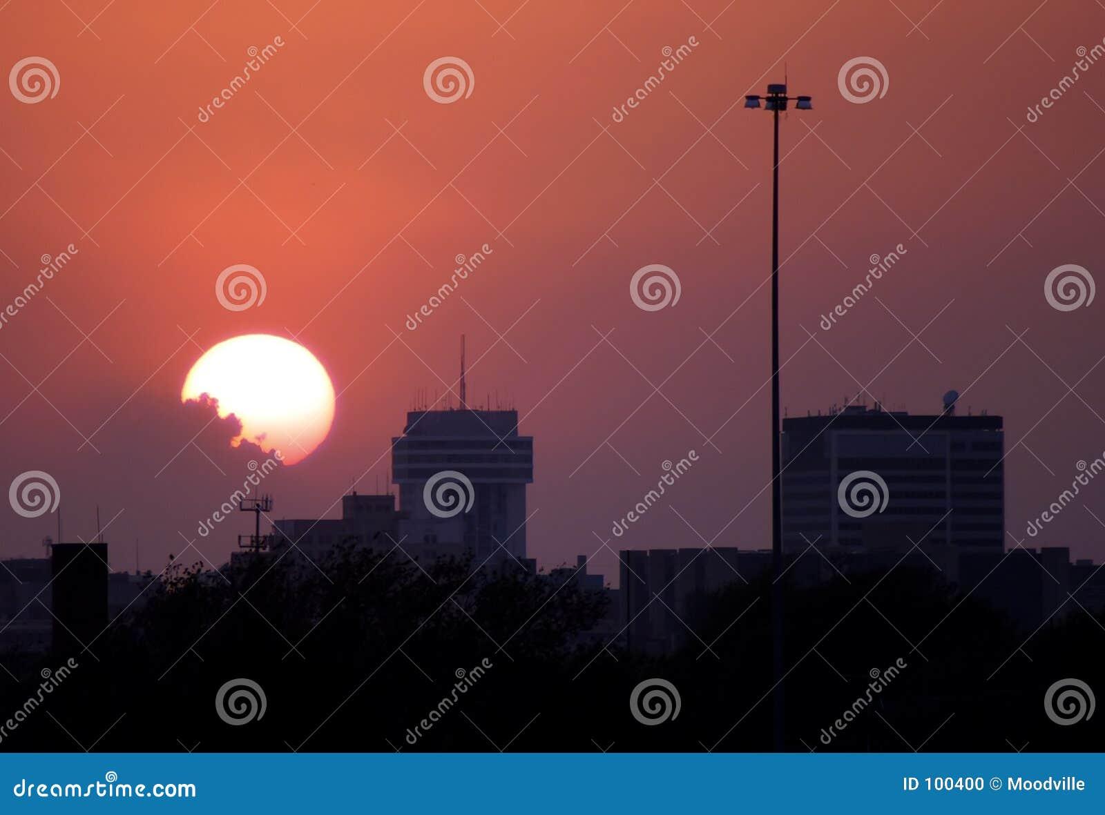 Puesta del sol céntrica