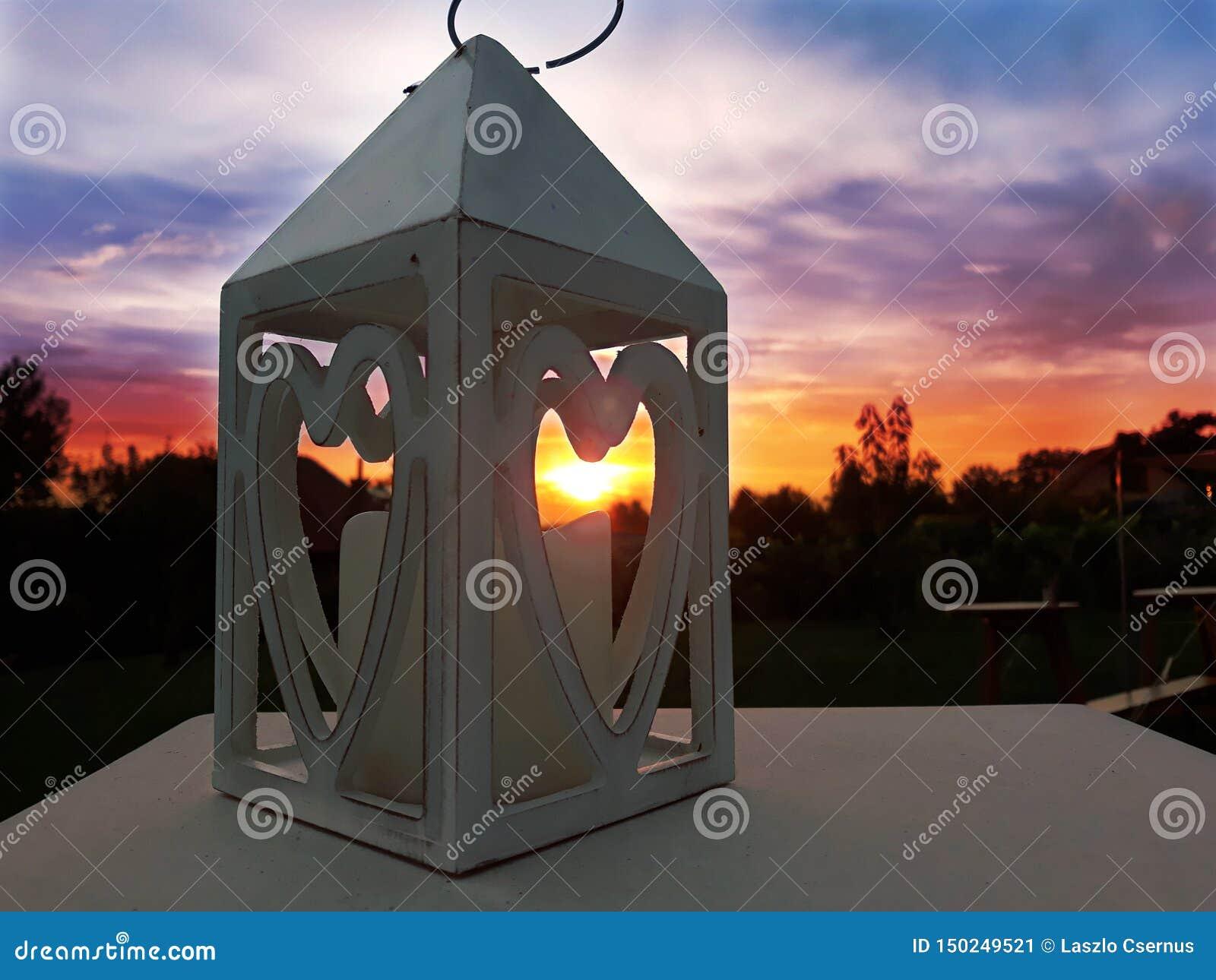 Puesta del sol del candelero de los símbolos del corazón del amor