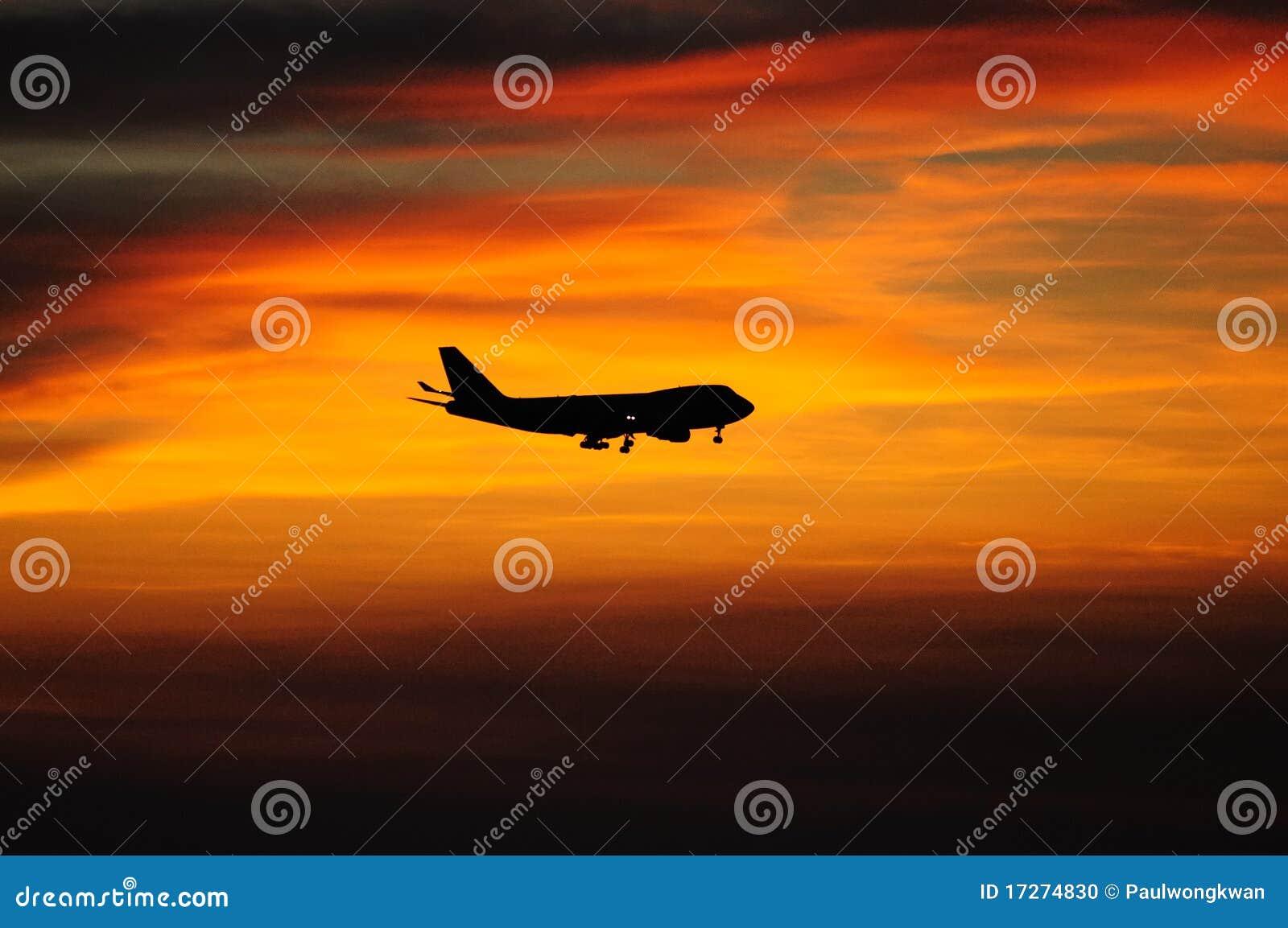 Puesta del sol con el aeroplano