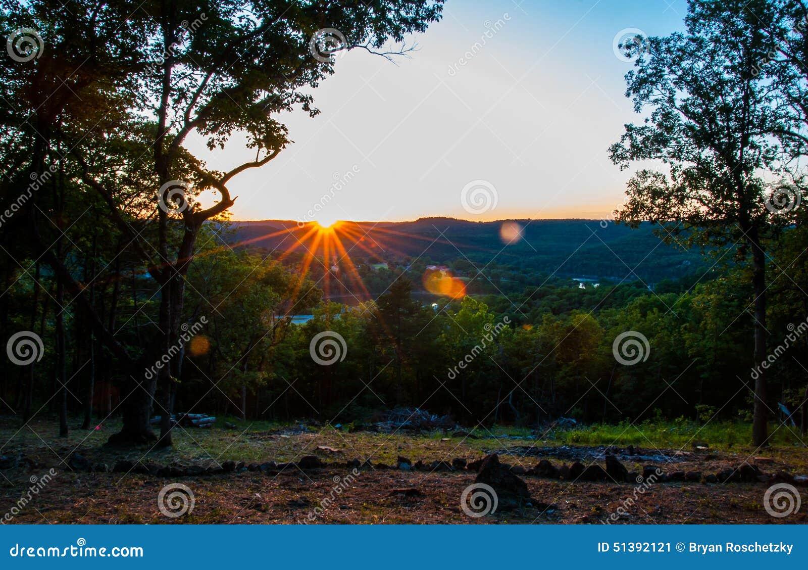 Puesta del sol de Arkansas sobre Eureka Springs