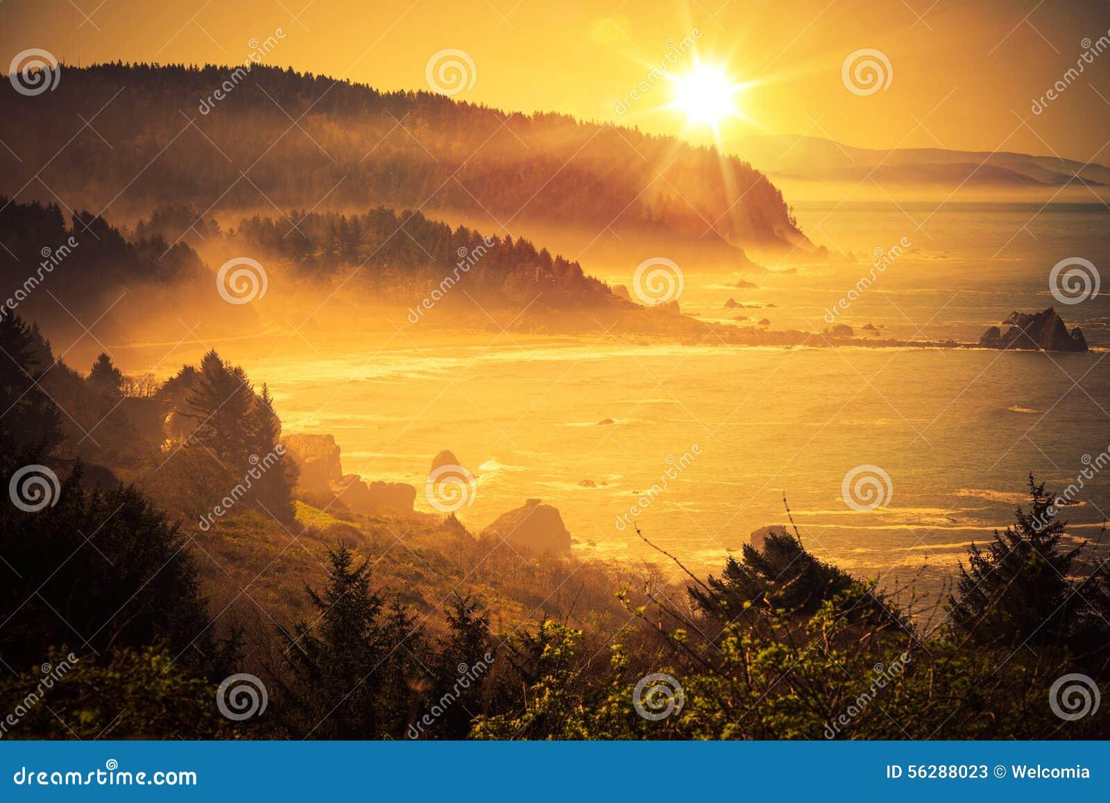Puesta del sol de California Coastal
