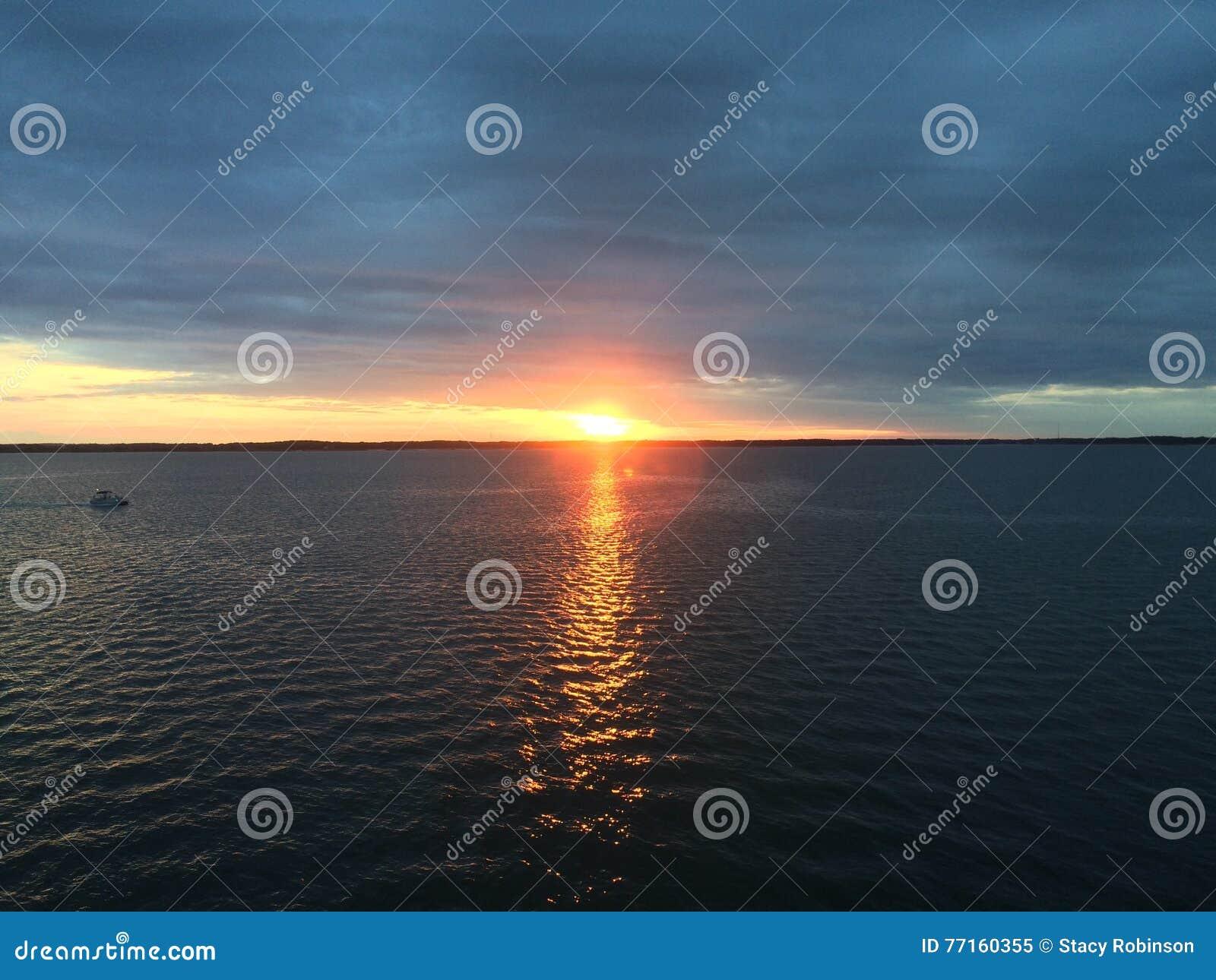 Puesta del sol de la bahía de Chesapeake