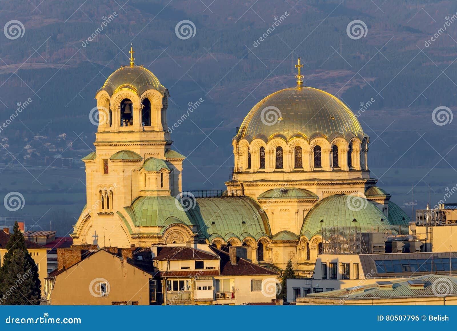 Puesta del sol de la catedral de Alexander Nevsky