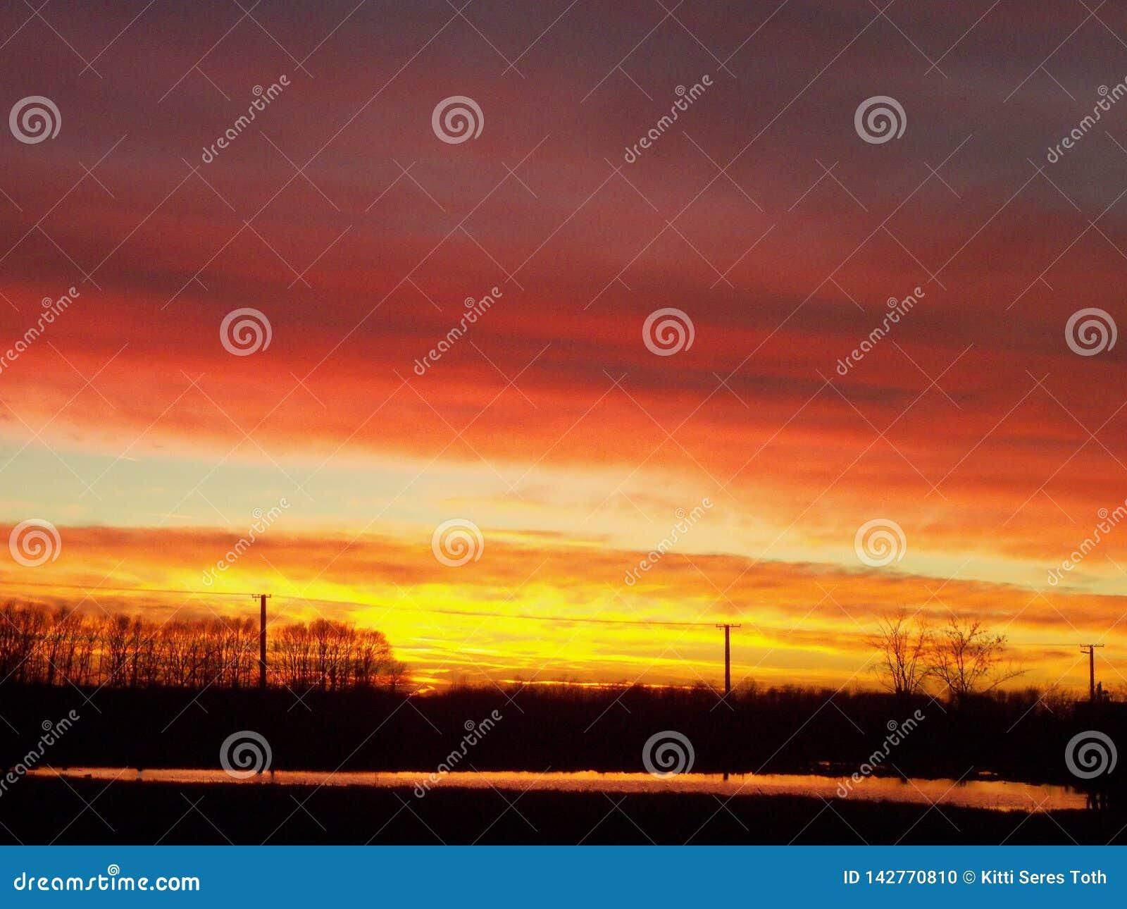 Puesta del sol de la Nochebuena sobre Komadi