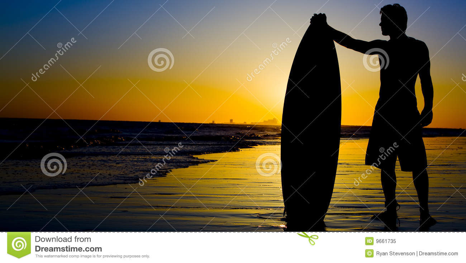 Puesta del sol de la persona que practica surf