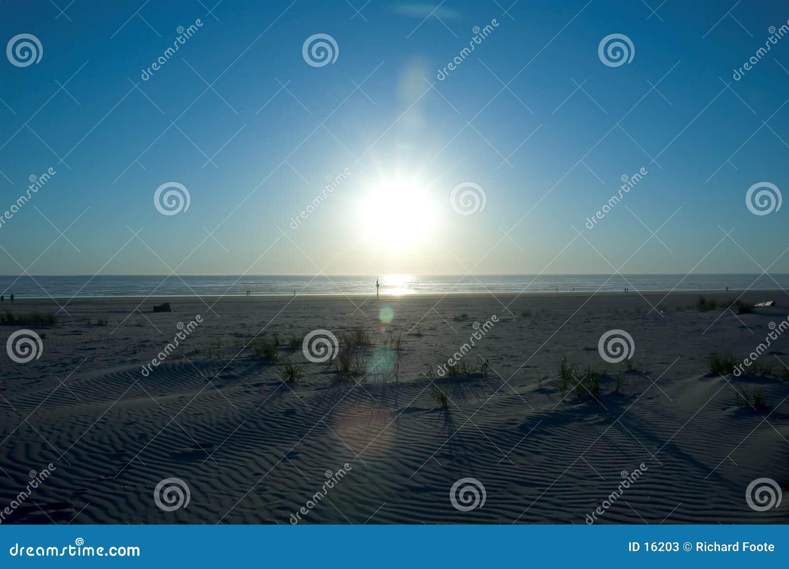 Puesta del sol de la playa