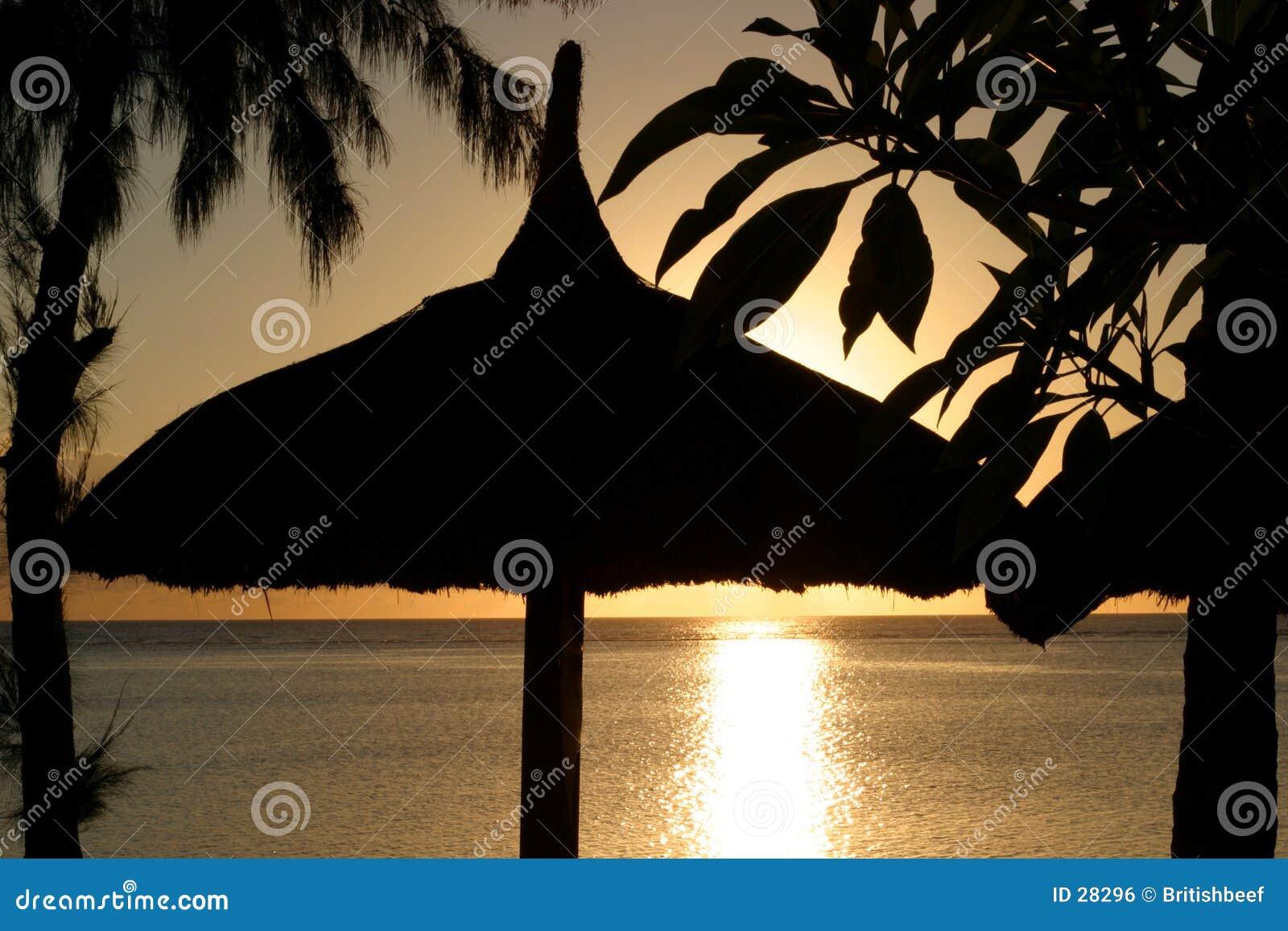 Download Puesta del sol de la playa foto de archivo. Imagen de isla - 28296