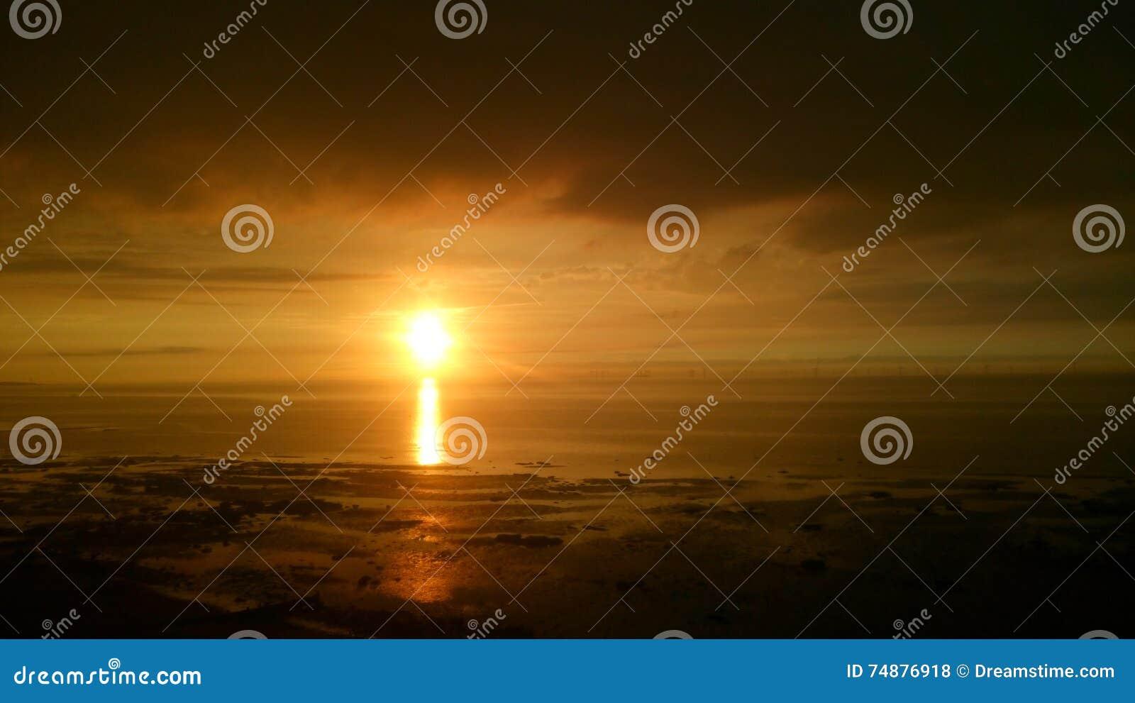 Puesta del sol de la playa de Reculver