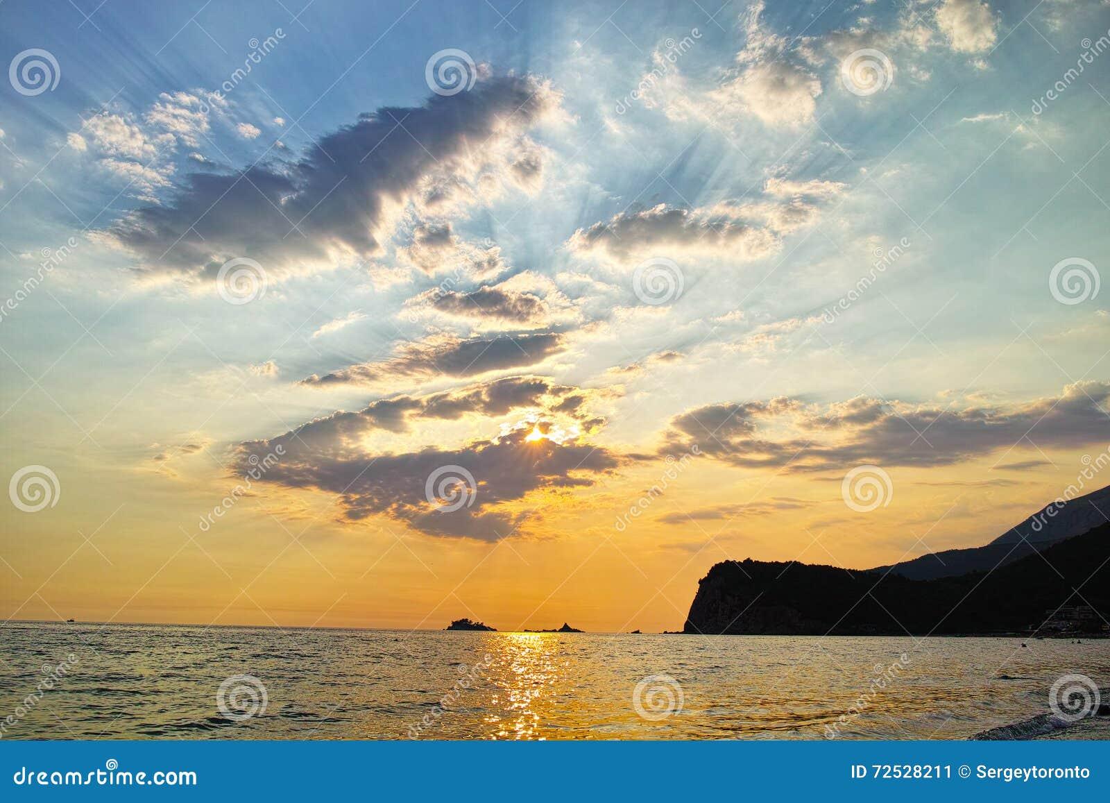 Puesta del sol de montenegro en el mar mediterr neo foto - Bater roca precios ...