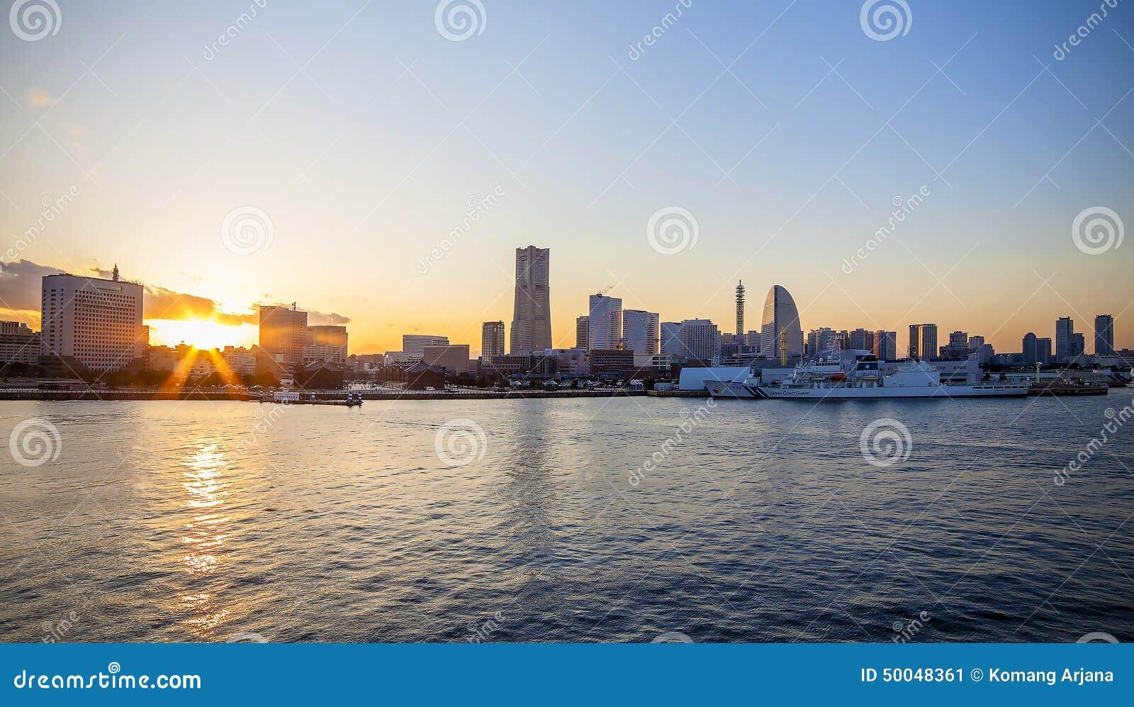 Puesta del sol de Yokohama Osanbashi