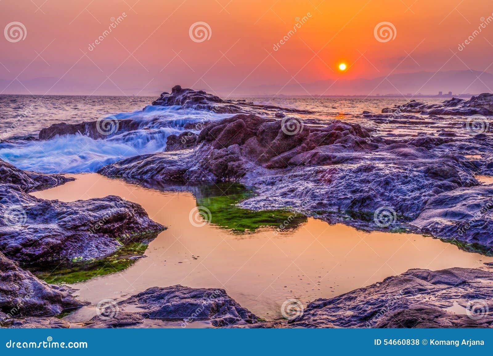 Puesta del sol del arrecife de coral