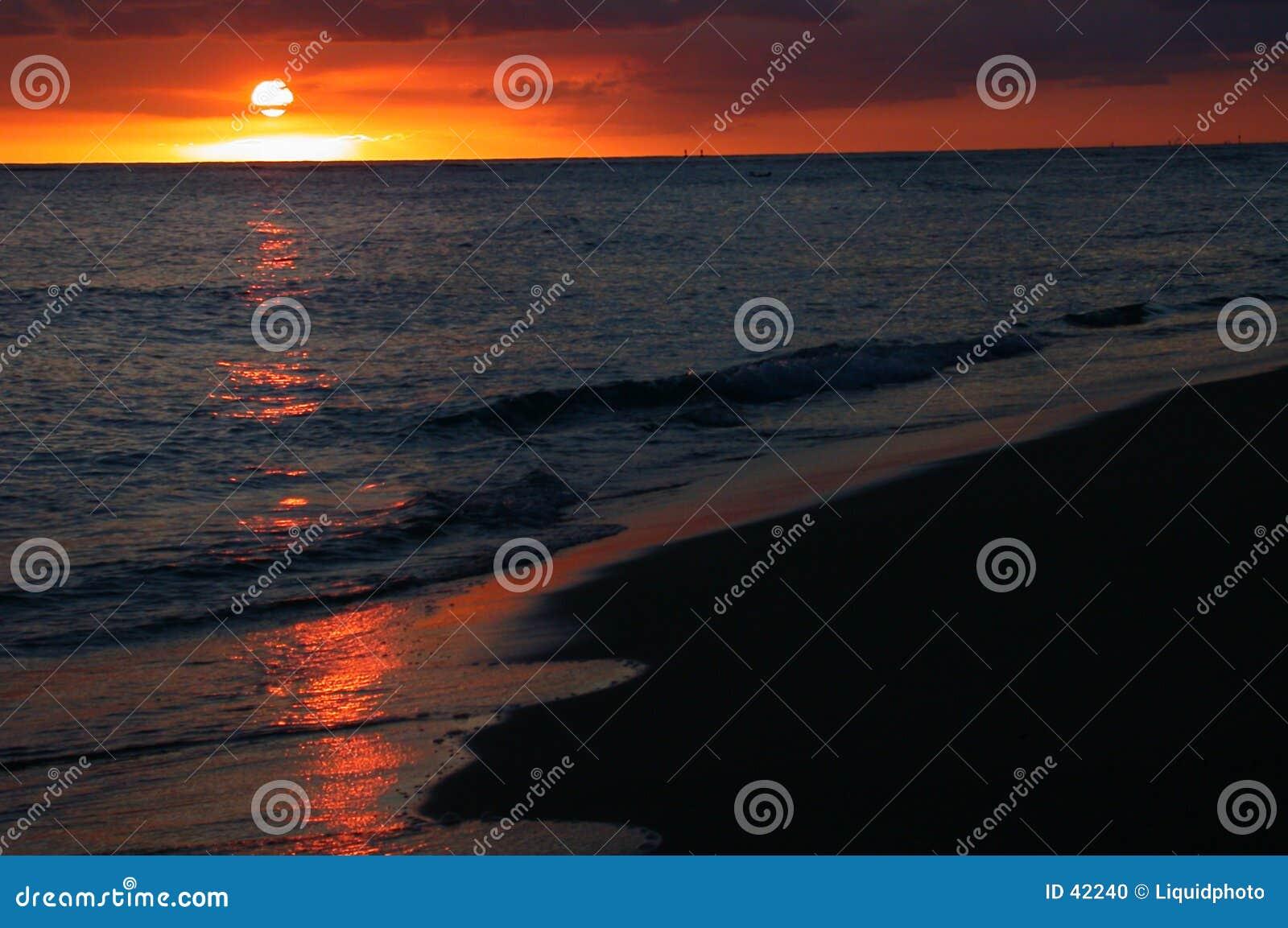 Puesta del sol del océano en Hawaii