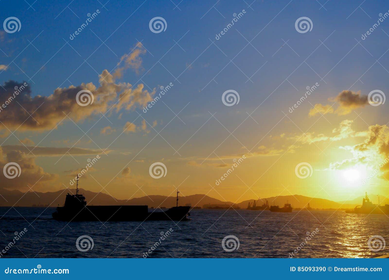 Puesta del sol del puerto de Hong-Kong Victoria