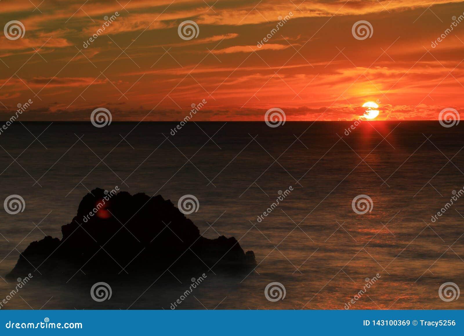 Puesta del sol en bahía del kealakekua