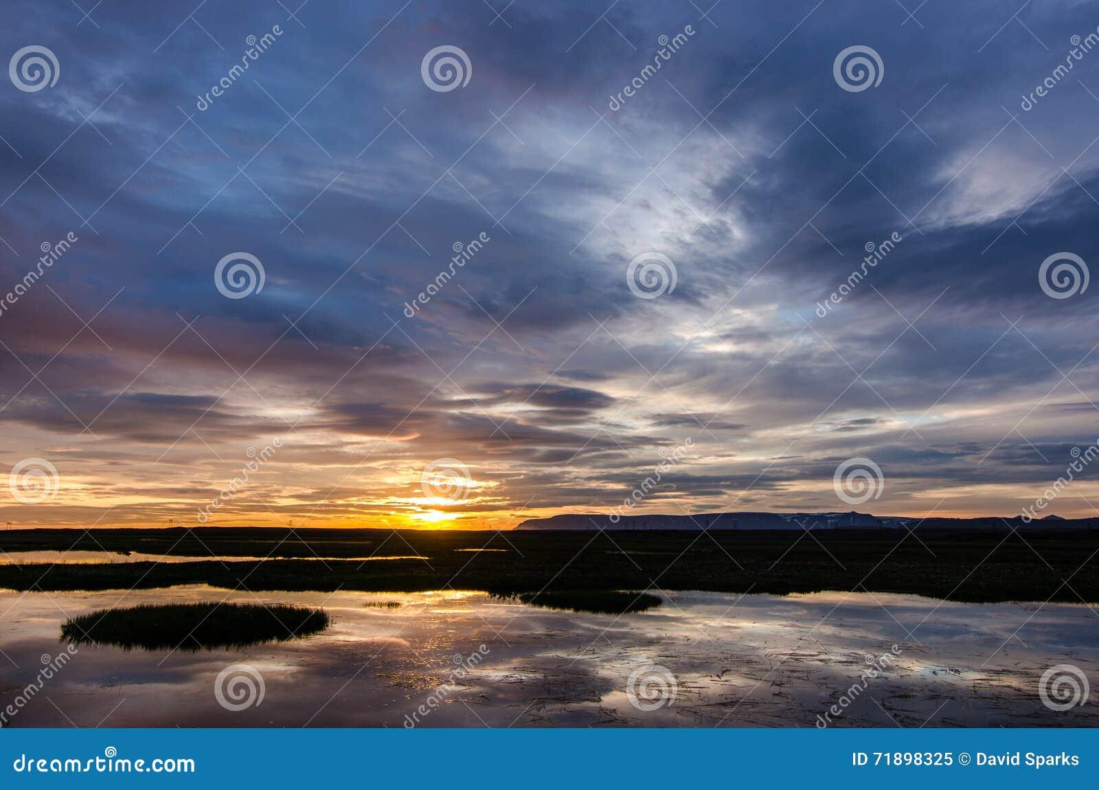 Puesta del sol en colores pastel en Islandia