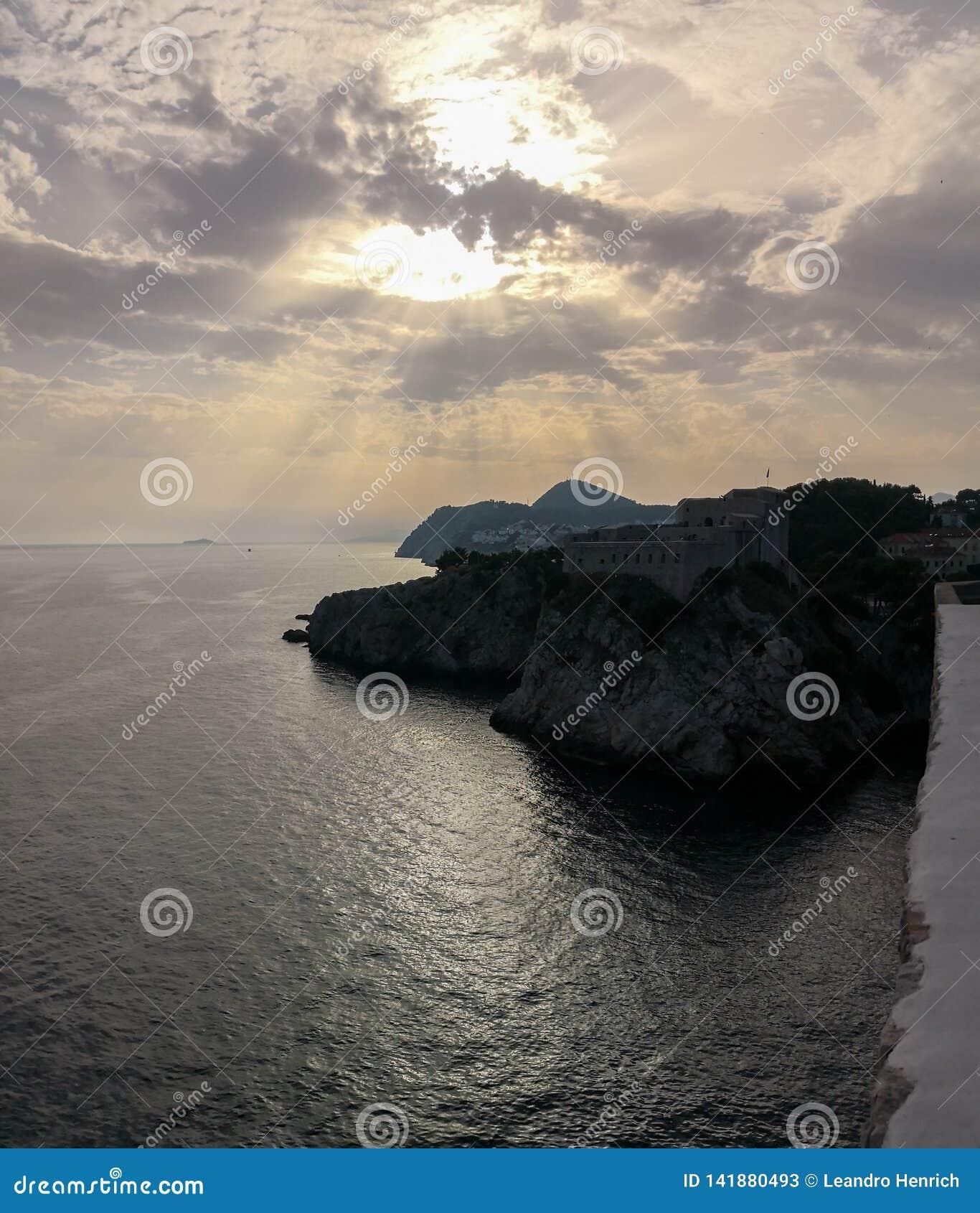 Puesta del sol en el fuerte de Dubrovnik