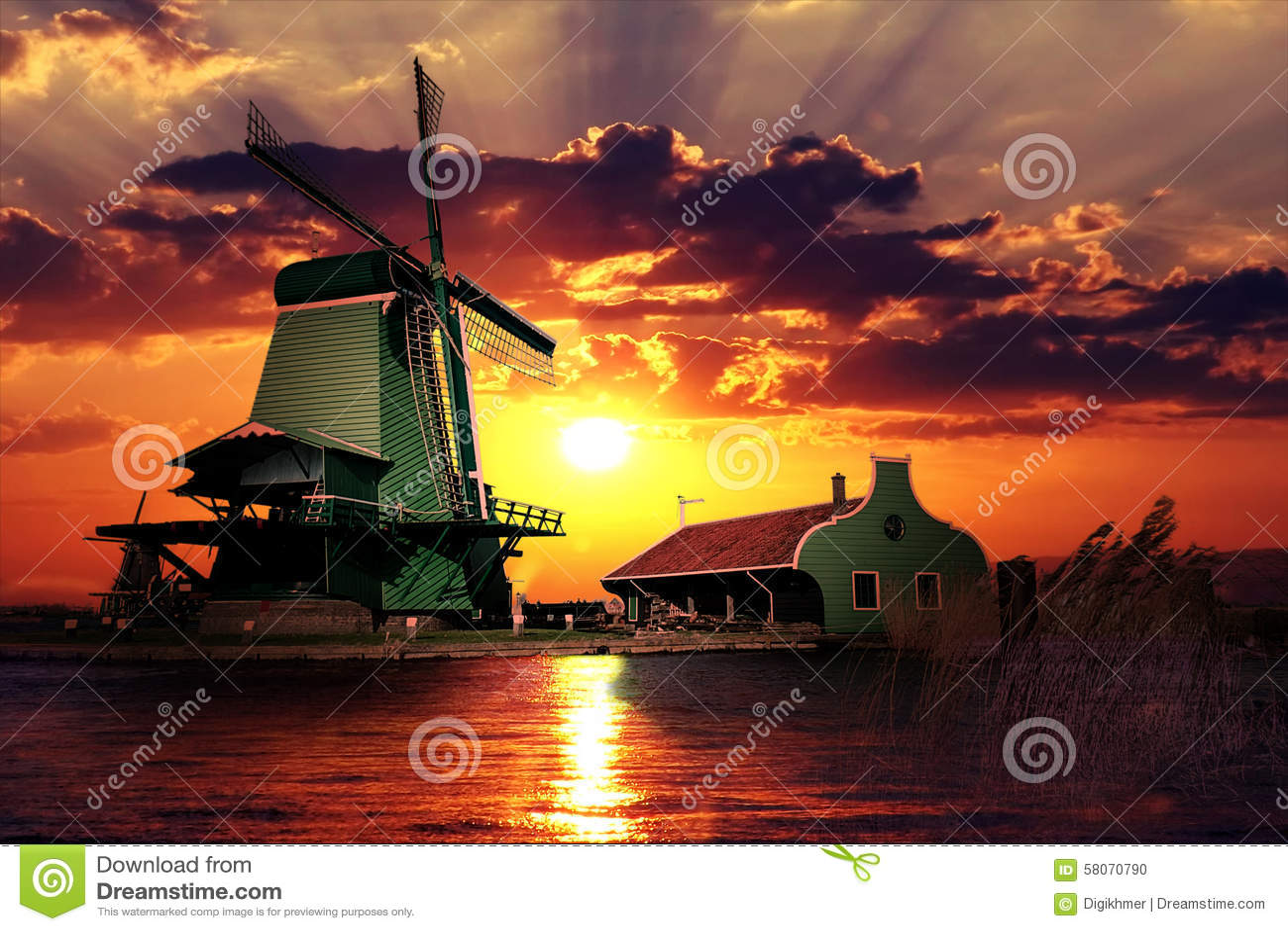Puesta del sol en el gigante de Países Bajos