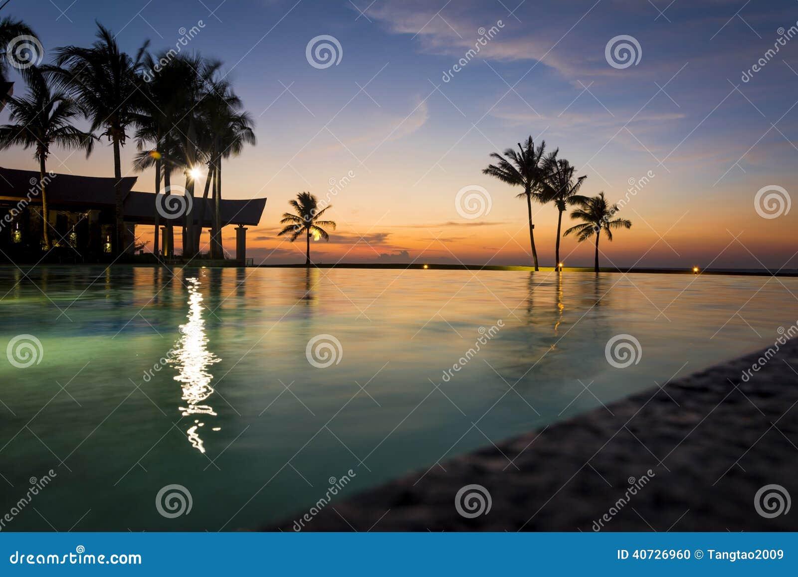 Puesta del sol en el hotel imperial, Brunei