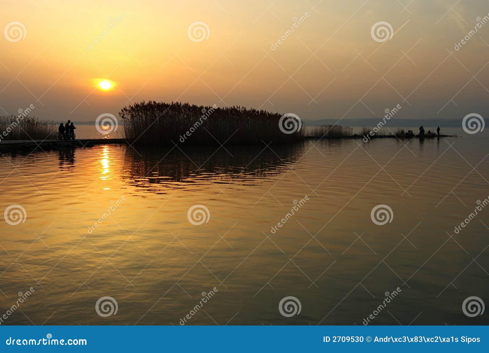 Puesta del sol en el lago Balaton